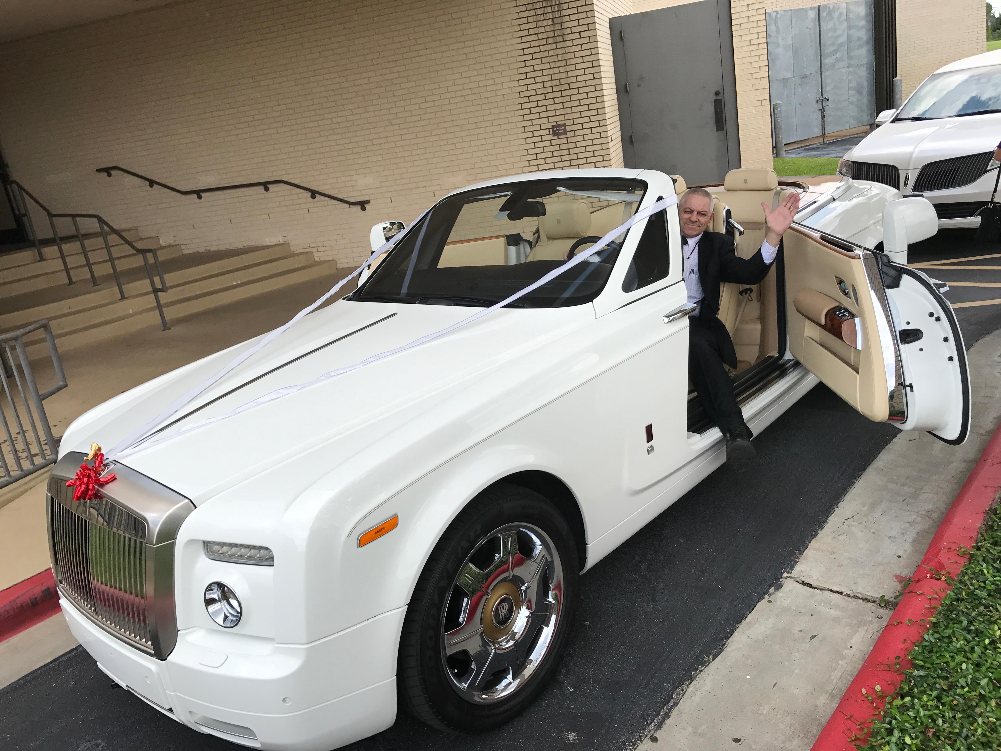 american luxury limousine image 3