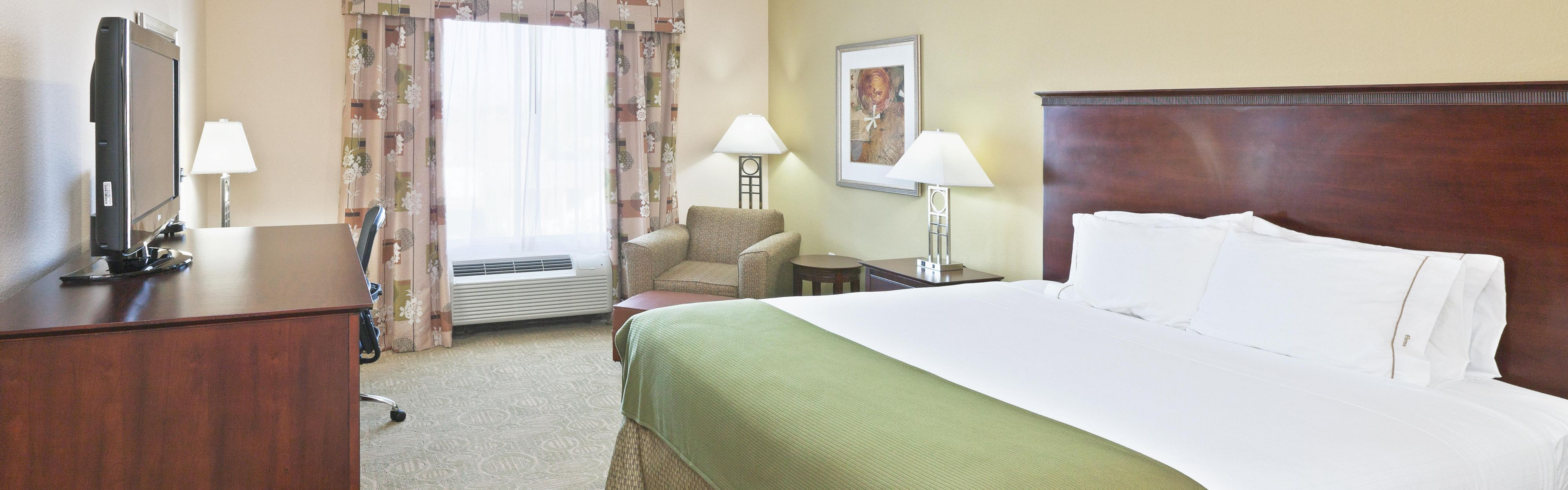 Holiday Inn Express & Suites Brownfield image 1