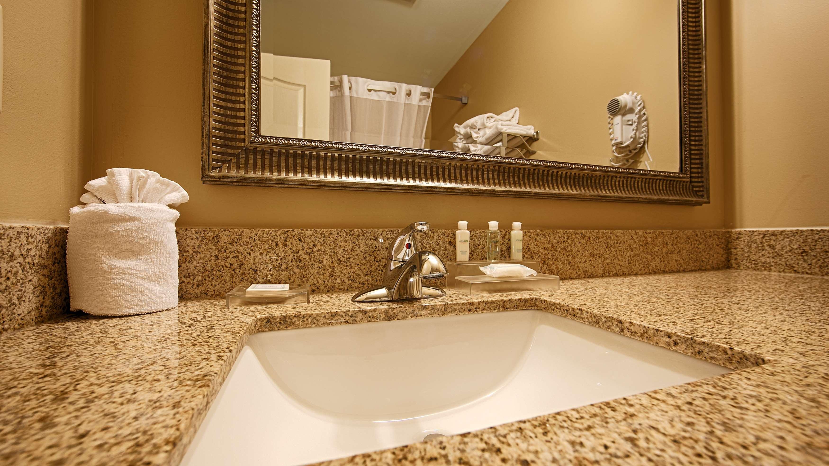 Best Western Plus Fort Wayne Inn & Suites North image 24
