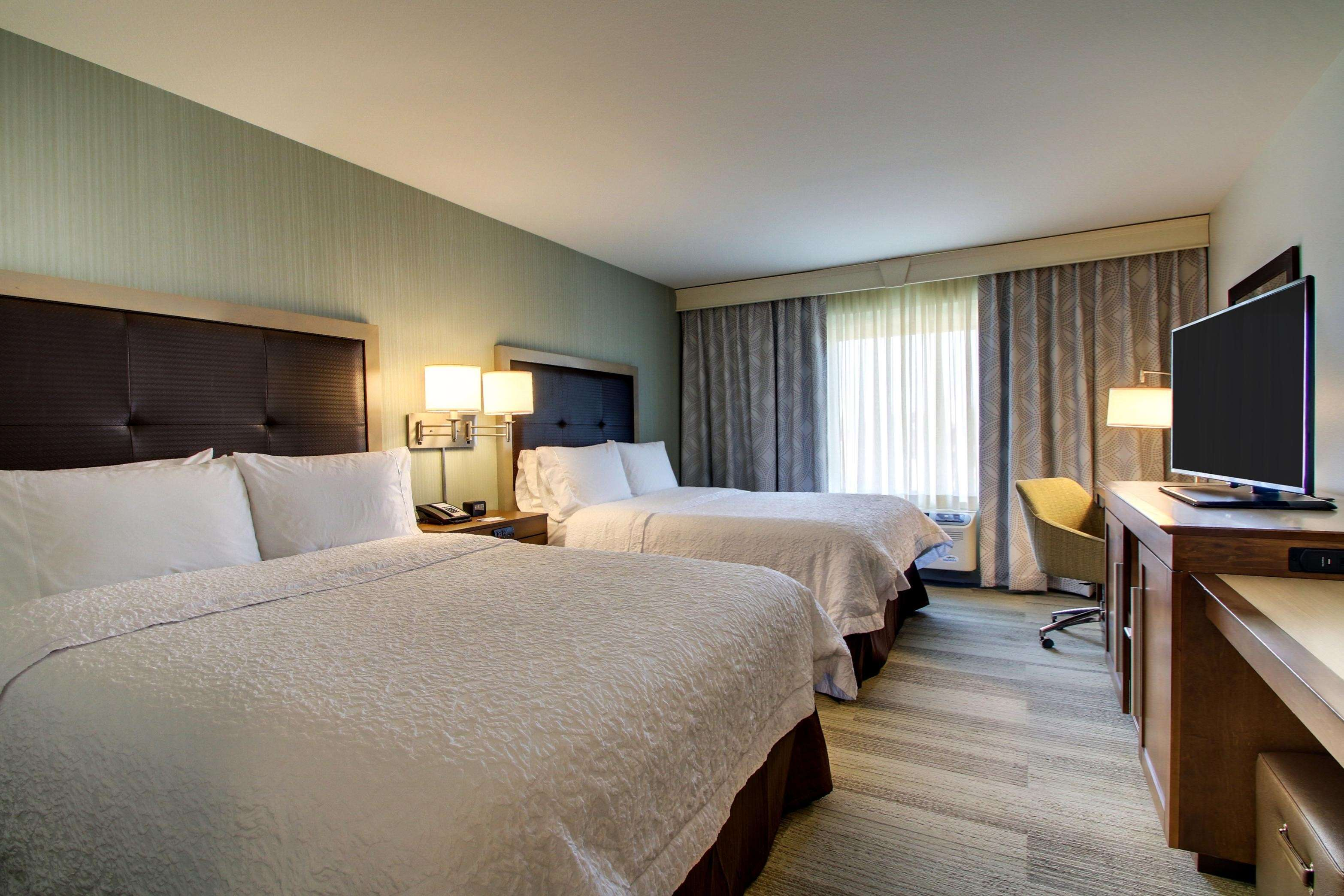 Hampton Inn & Suites Milwaukee West image 22