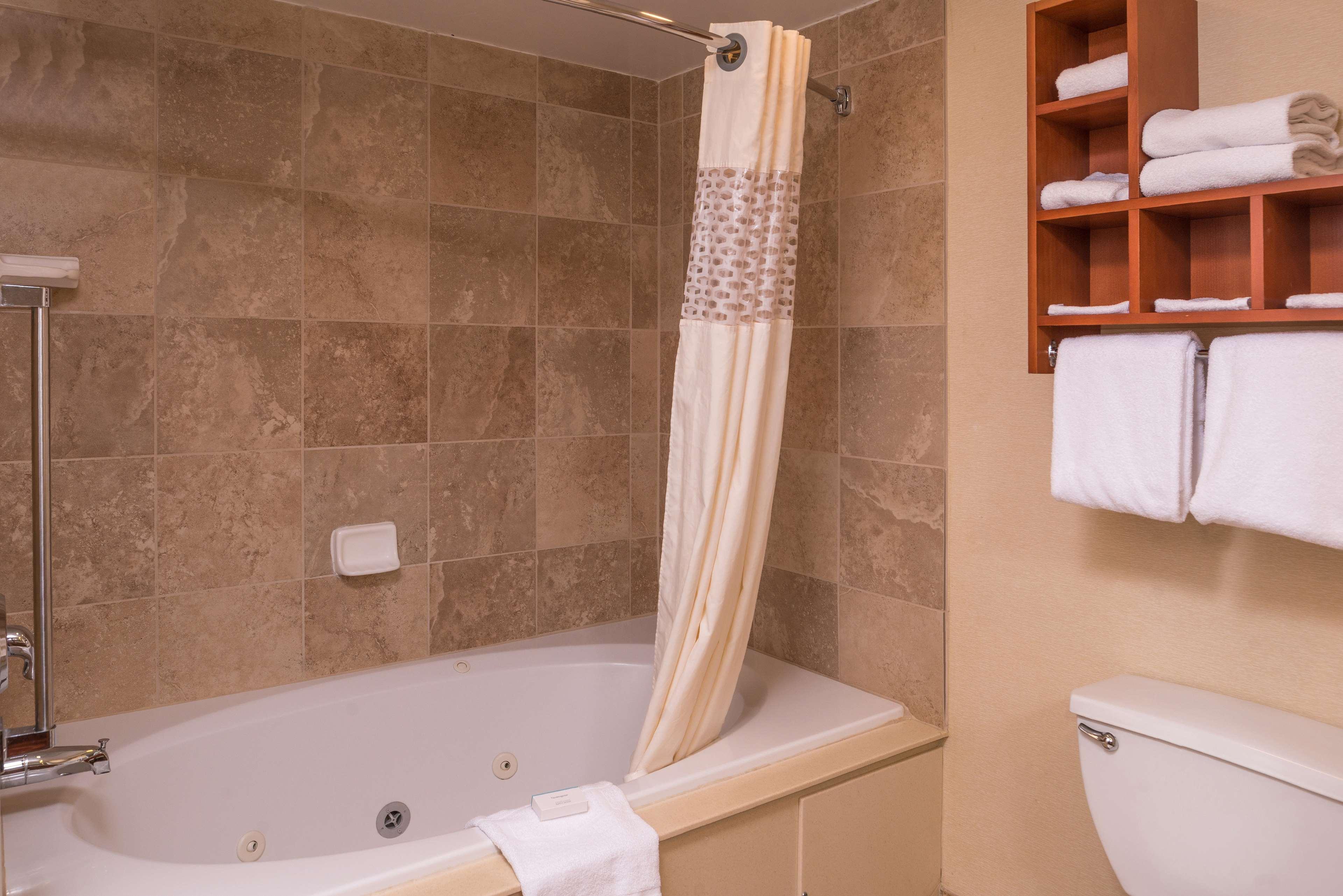 Hampton Inn & Suites Charlotte-Arrowood Rd. image 13