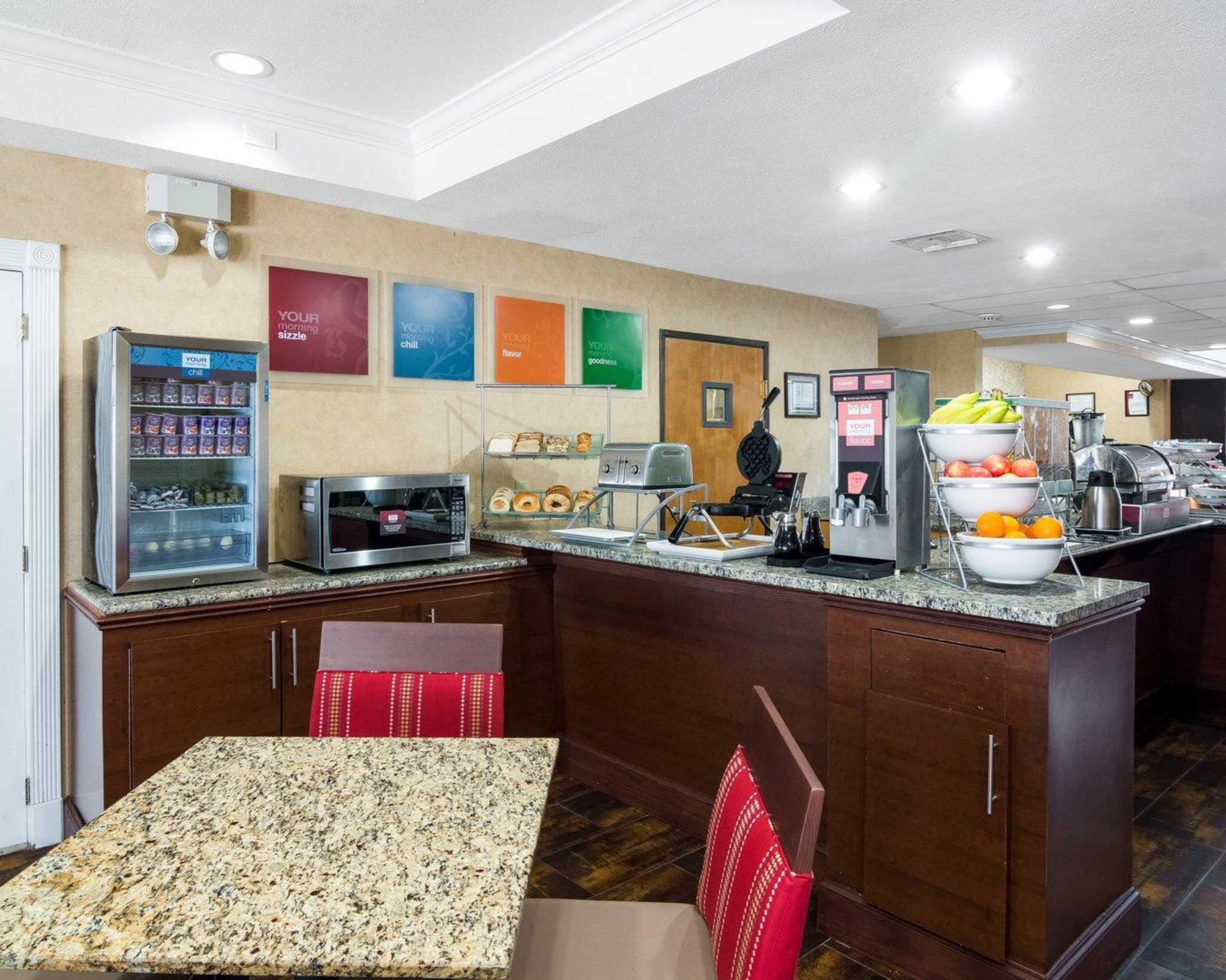Comfort Suites Las Colinas Center image 16