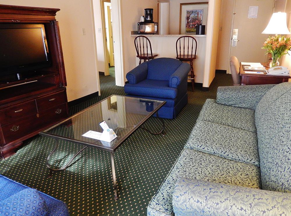 Fort Magruder Hotel and Conference Center image 3