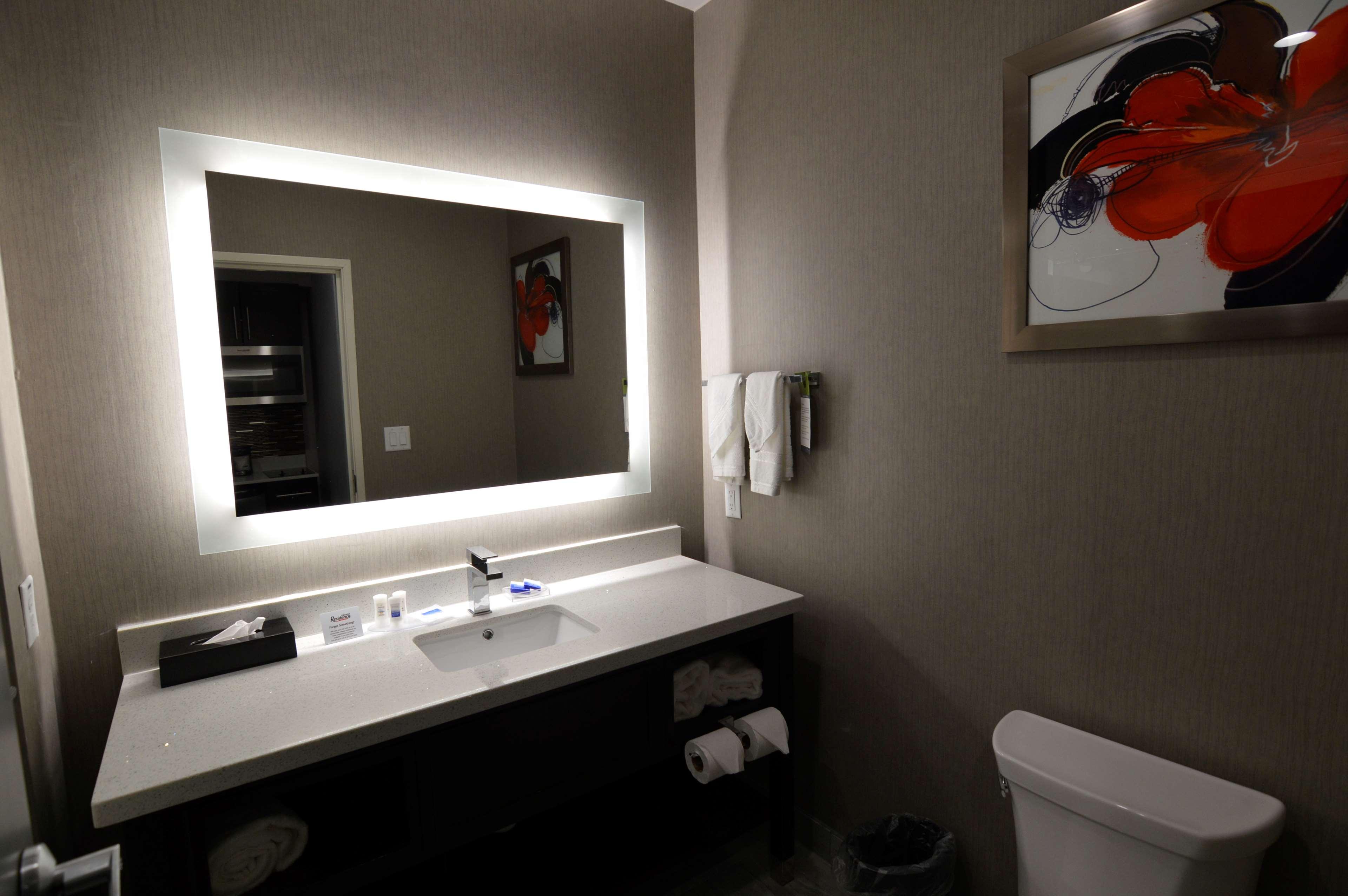 Best Western Plus Executive Residency Baytown image 47