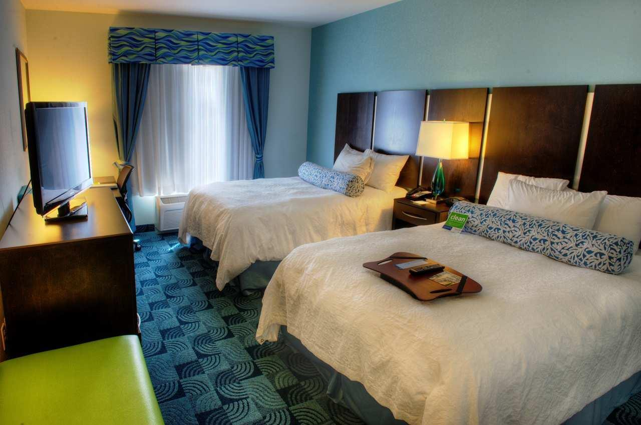 Hampton Inn & Suites Dallas/Lewisville-Vista Ridge Mall, TX image 17