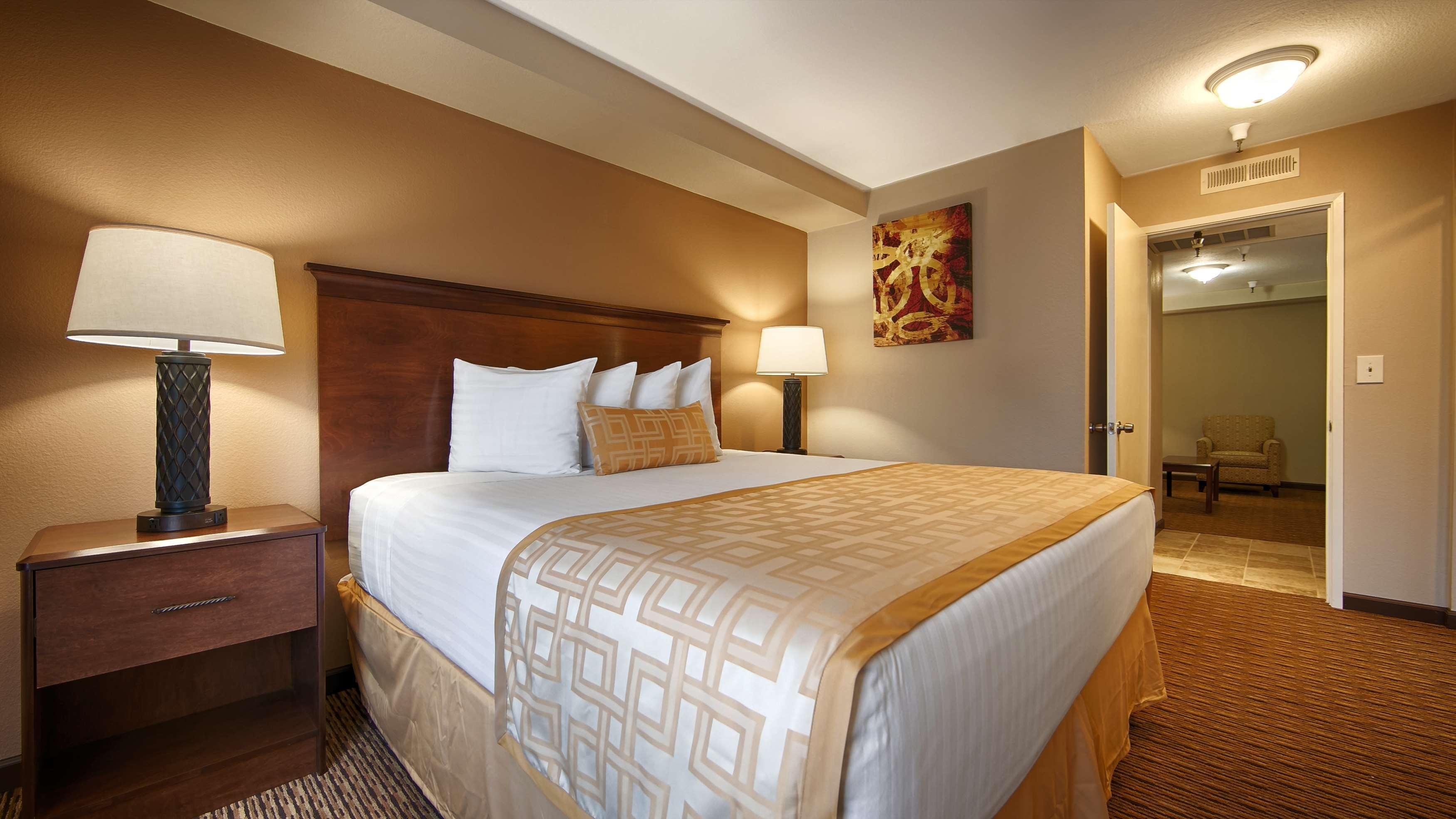 Best Western Pasadena Royale Inn & Suites image 6
