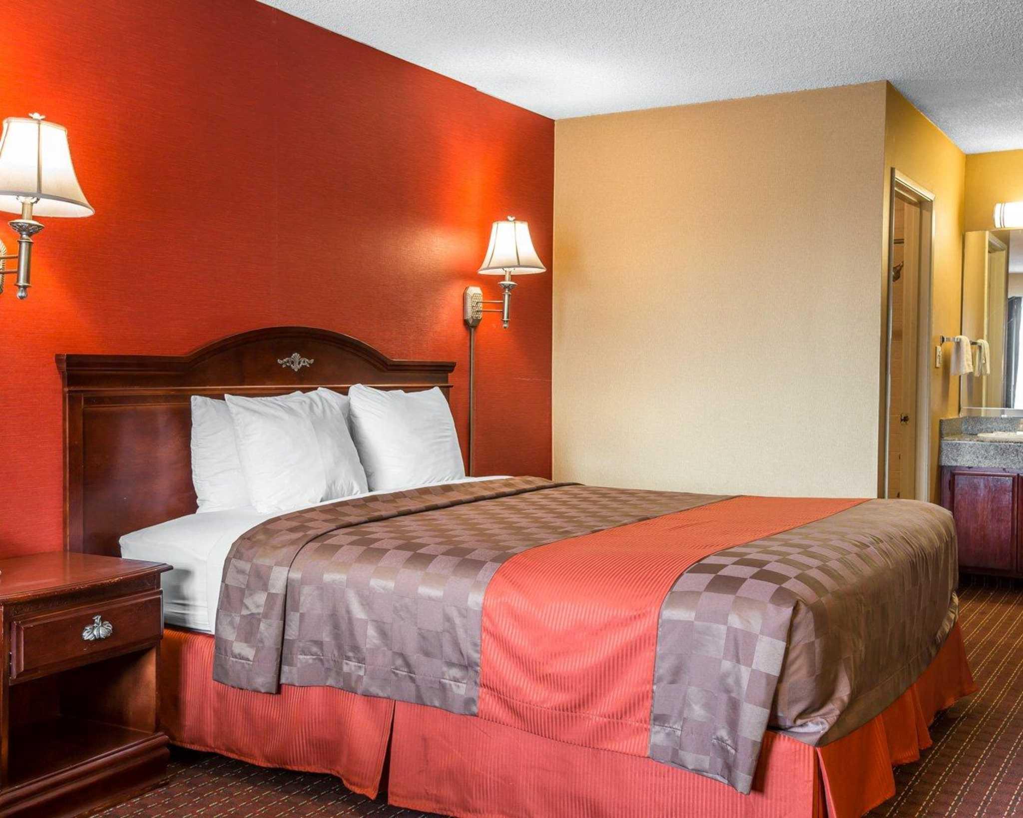 Rodeway Inn Near StubHub Center image 0