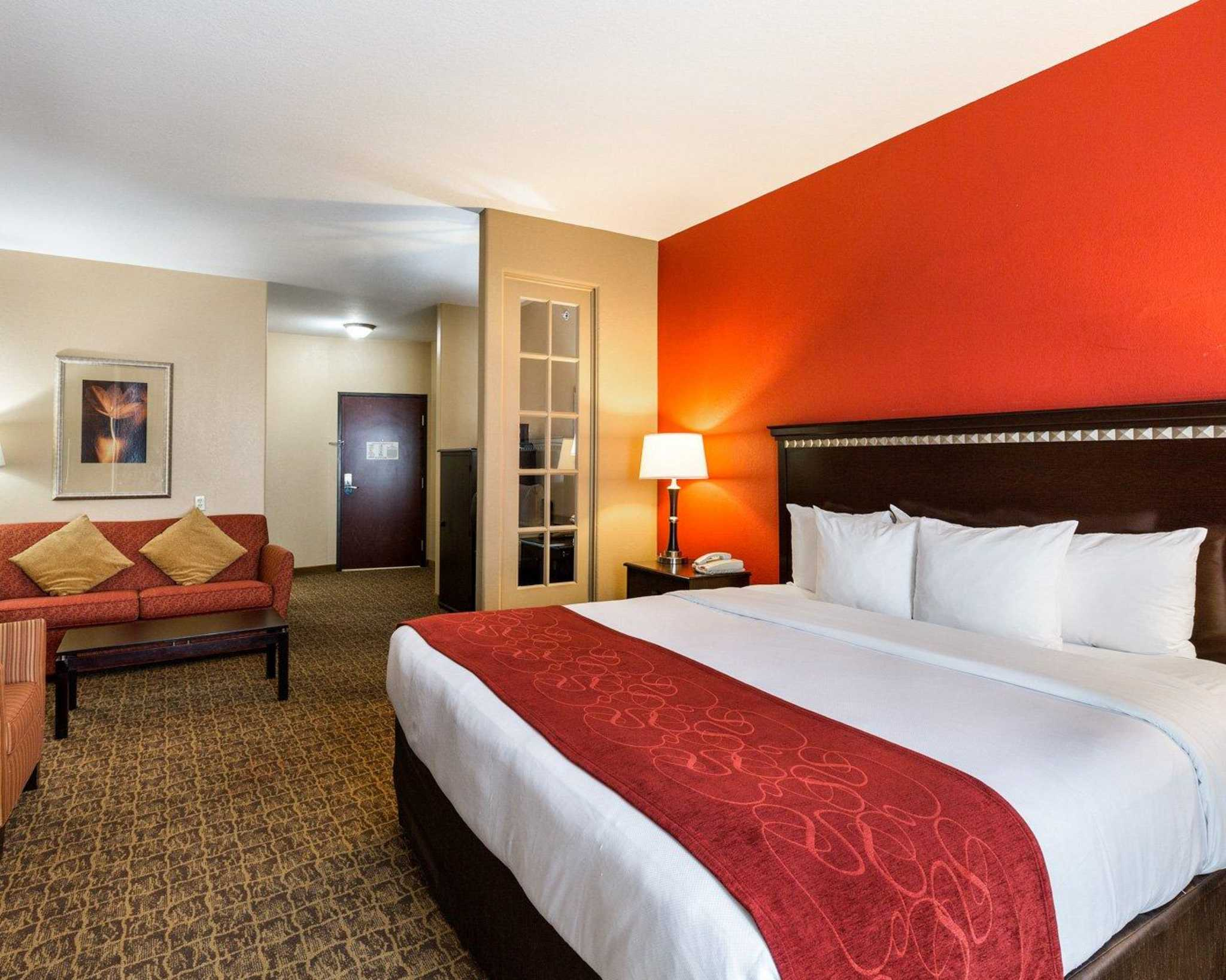 Comfort Suites Pearland - South Houston image 0