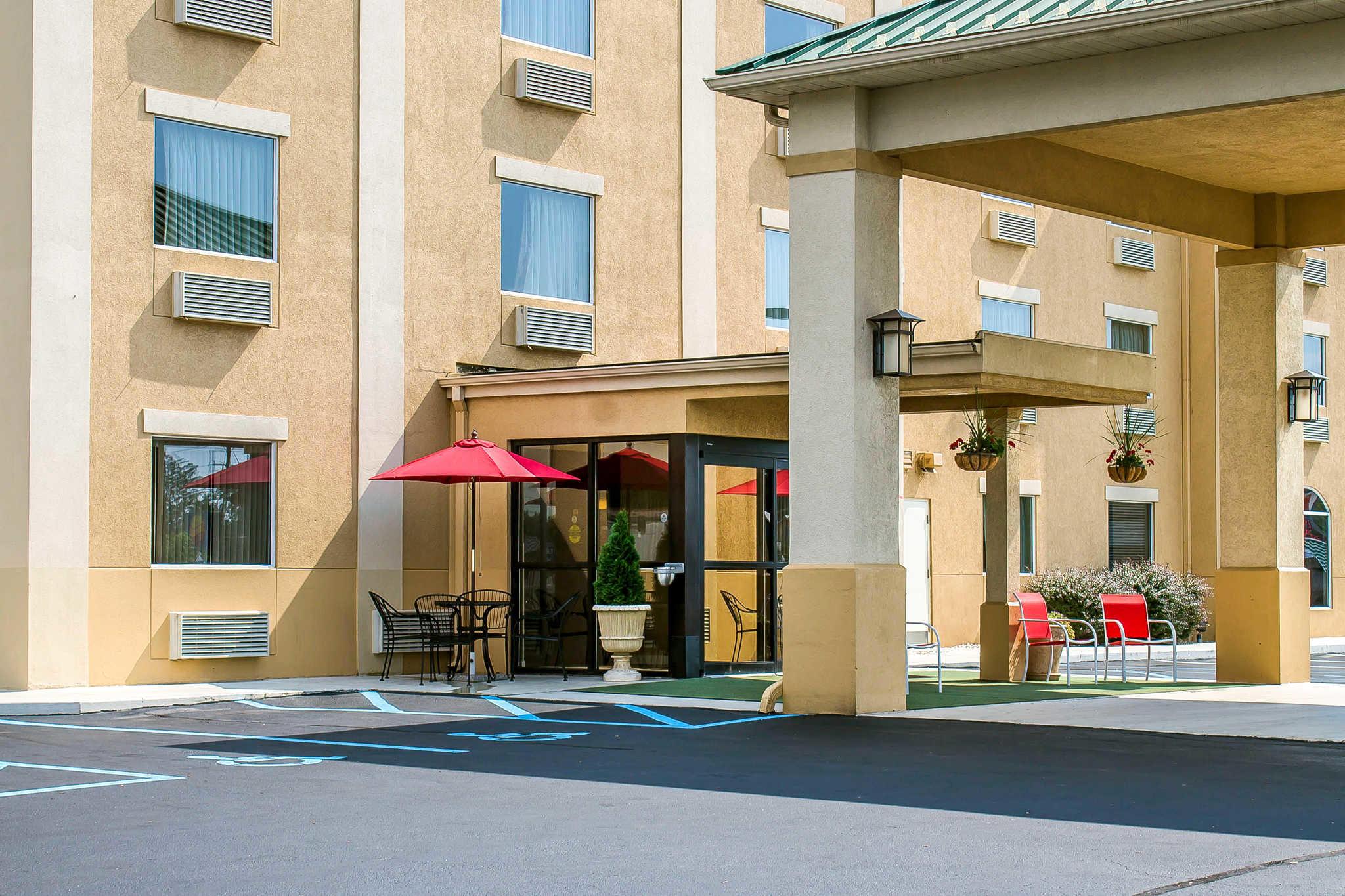Comfort Inn & Suites image 2