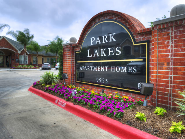 Park Lakes image 0