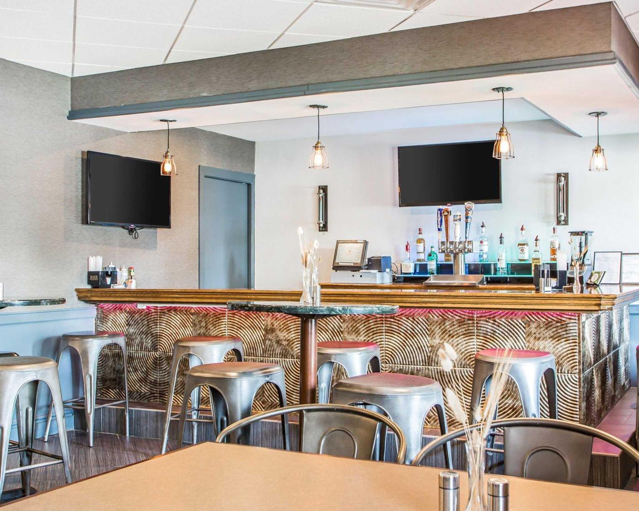 Clarion Hotel Highlander Conference Center image 35