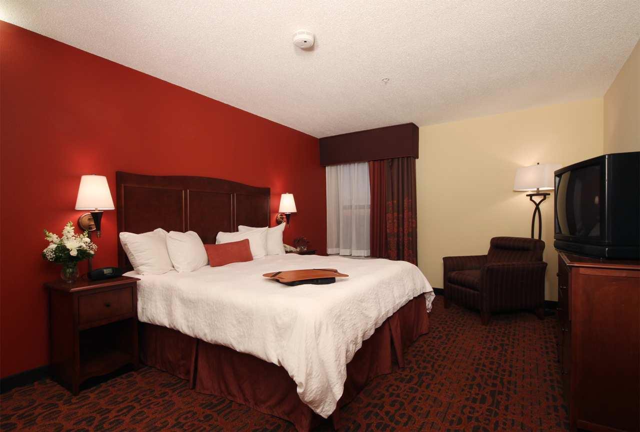 Hampton Inn Grand Rapids-North image 10