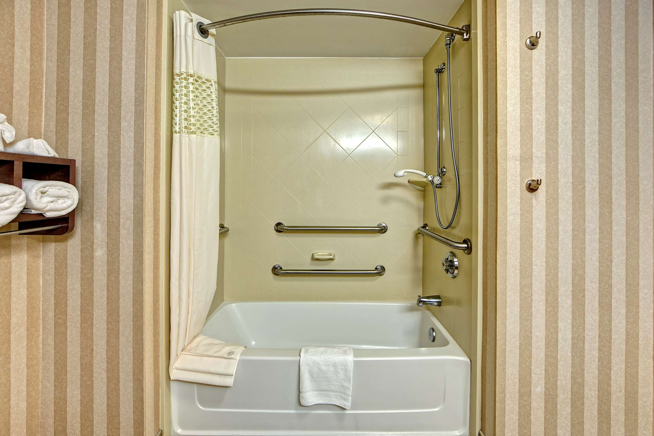 Hampton Inn & Suites Cashiers-Sapphire Valley image 24