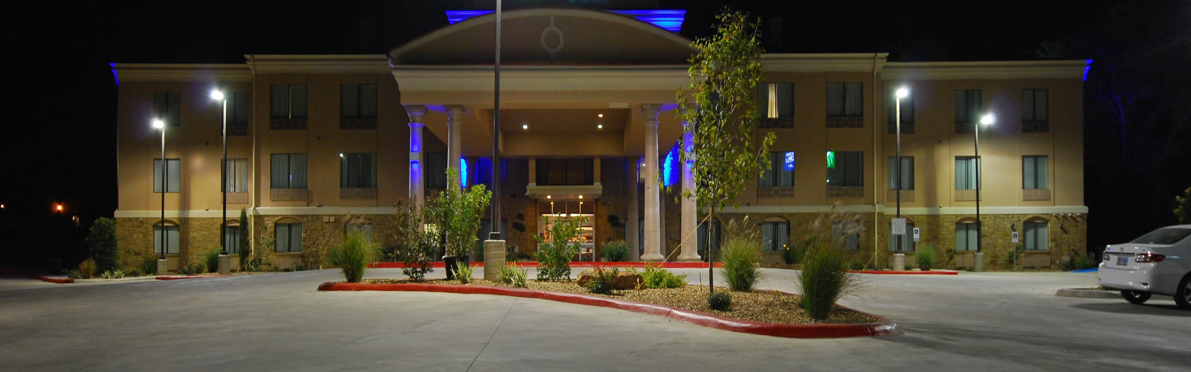 Holiday Inn Express & Suites Gonzales image 0