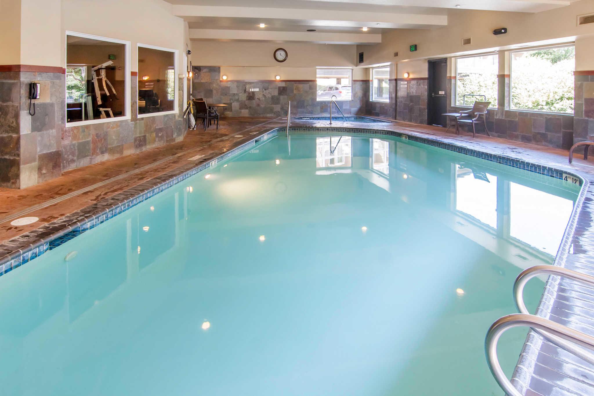 Comfort Inn & Suites image 39