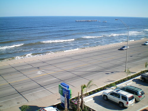 Holiday Inn Express & Suites Galveston West-Seawall image 4