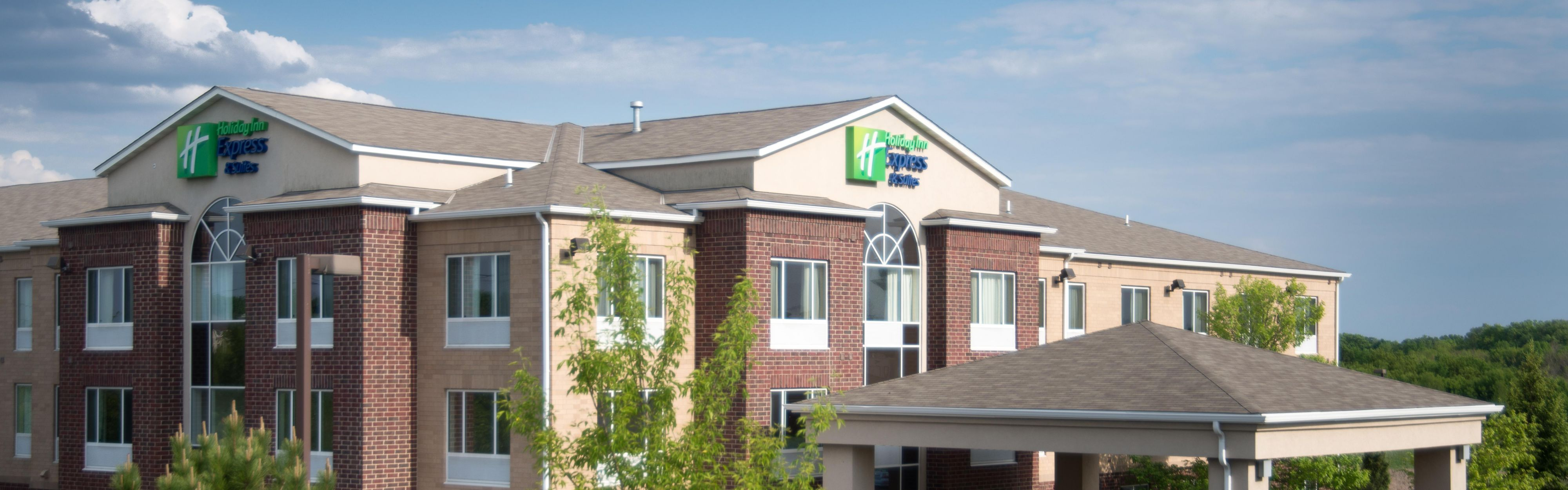 Holiday Inn Express & Suites Chanhassen image 0