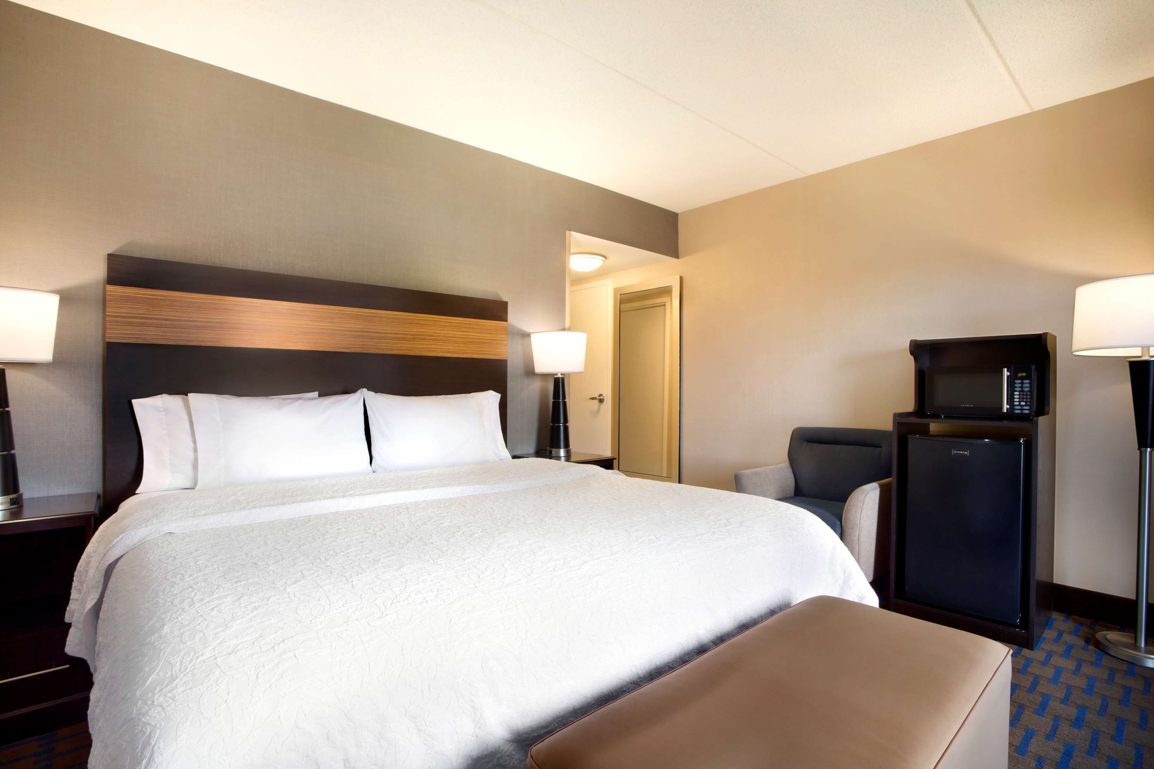 Hampton Inn & Suites Camp Springs/Andrews AFB image 11