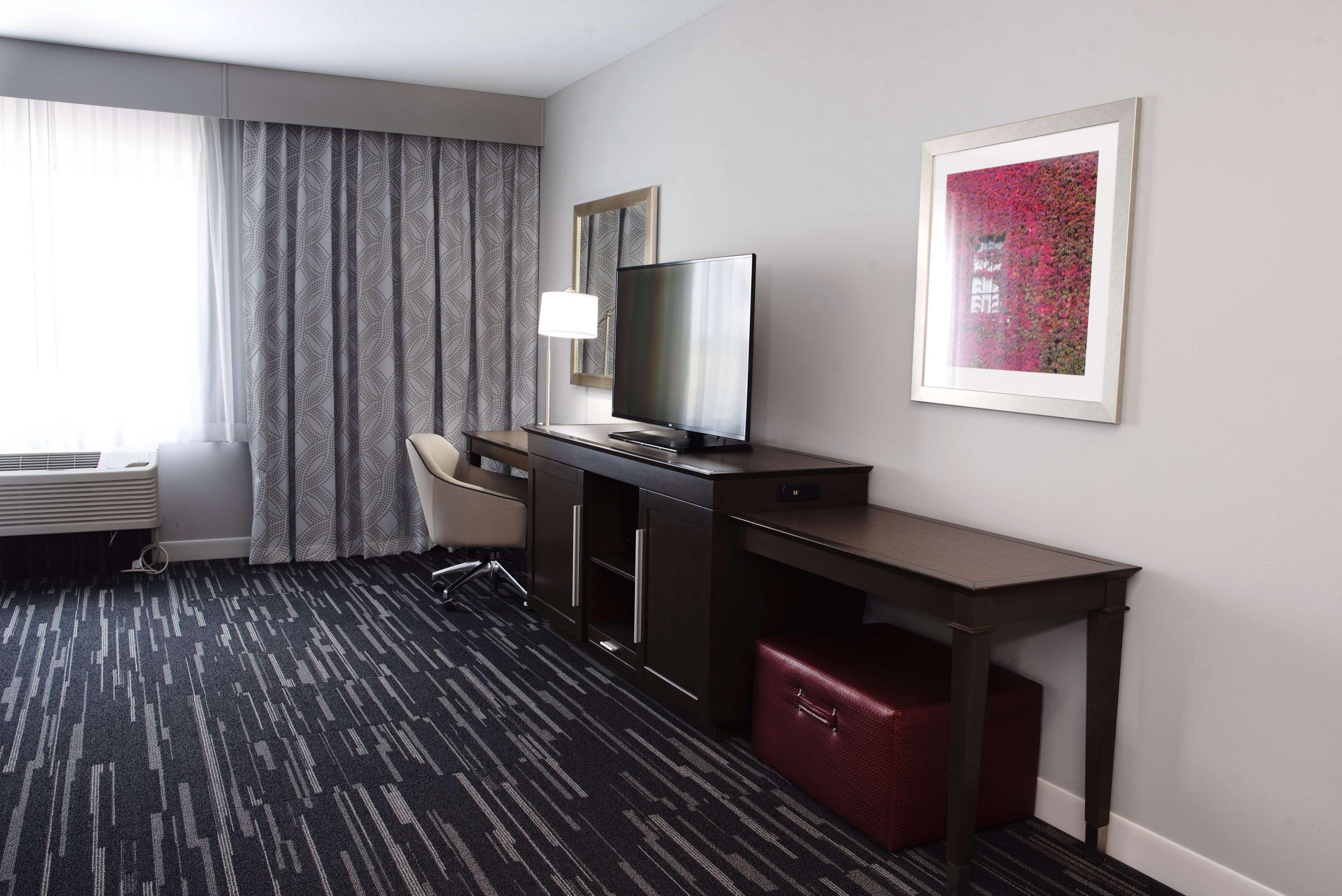 Hampton Inn & Suites Des Moines/Urbandale image 36