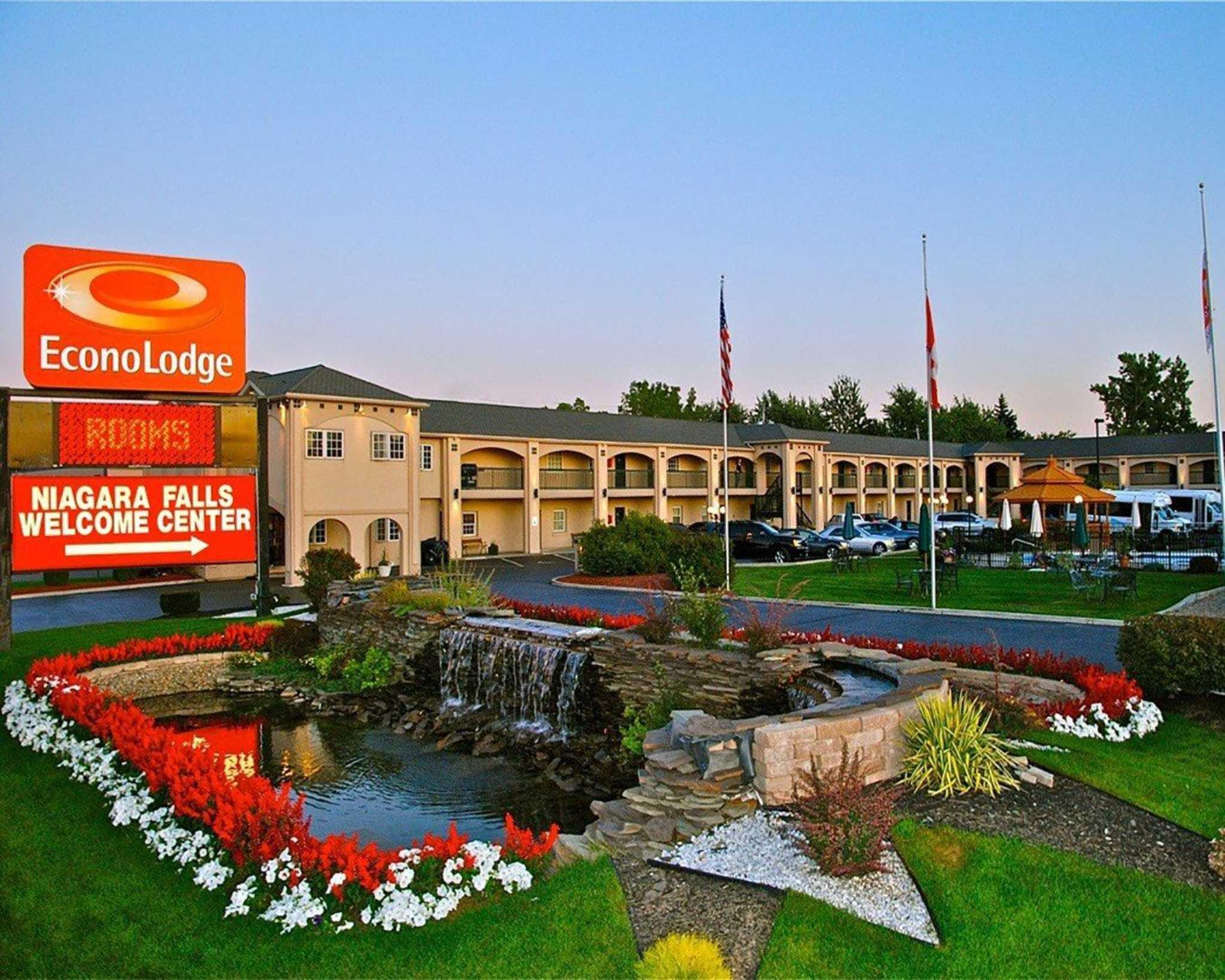 Econo Lodge at the Falls North image 0