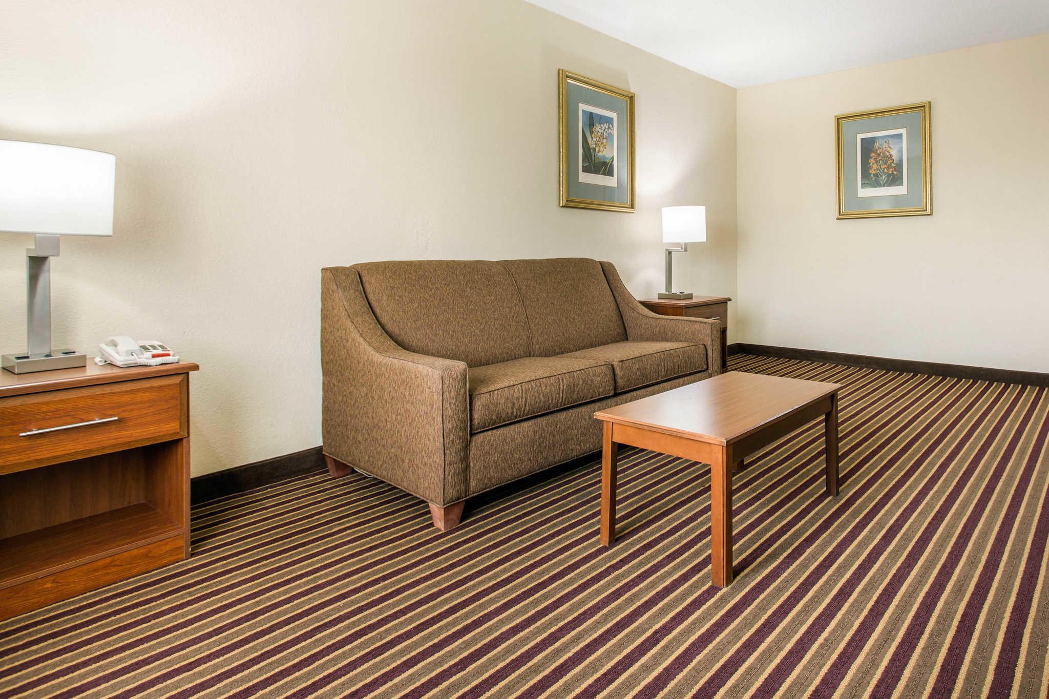 Comfort Inn & Suites Crabtree Valley image 26