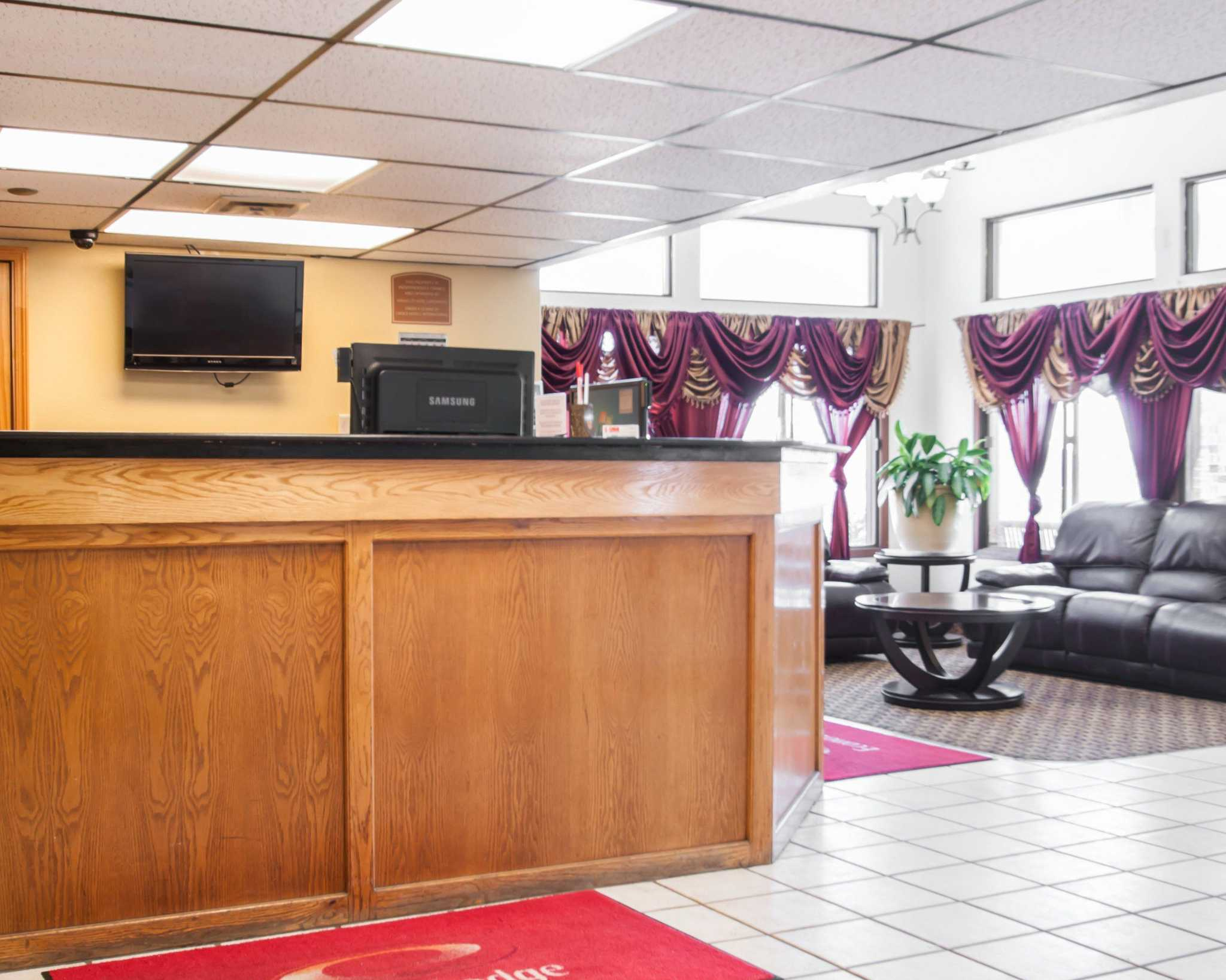 Econo Lodge Kansas City Downtown North image 16