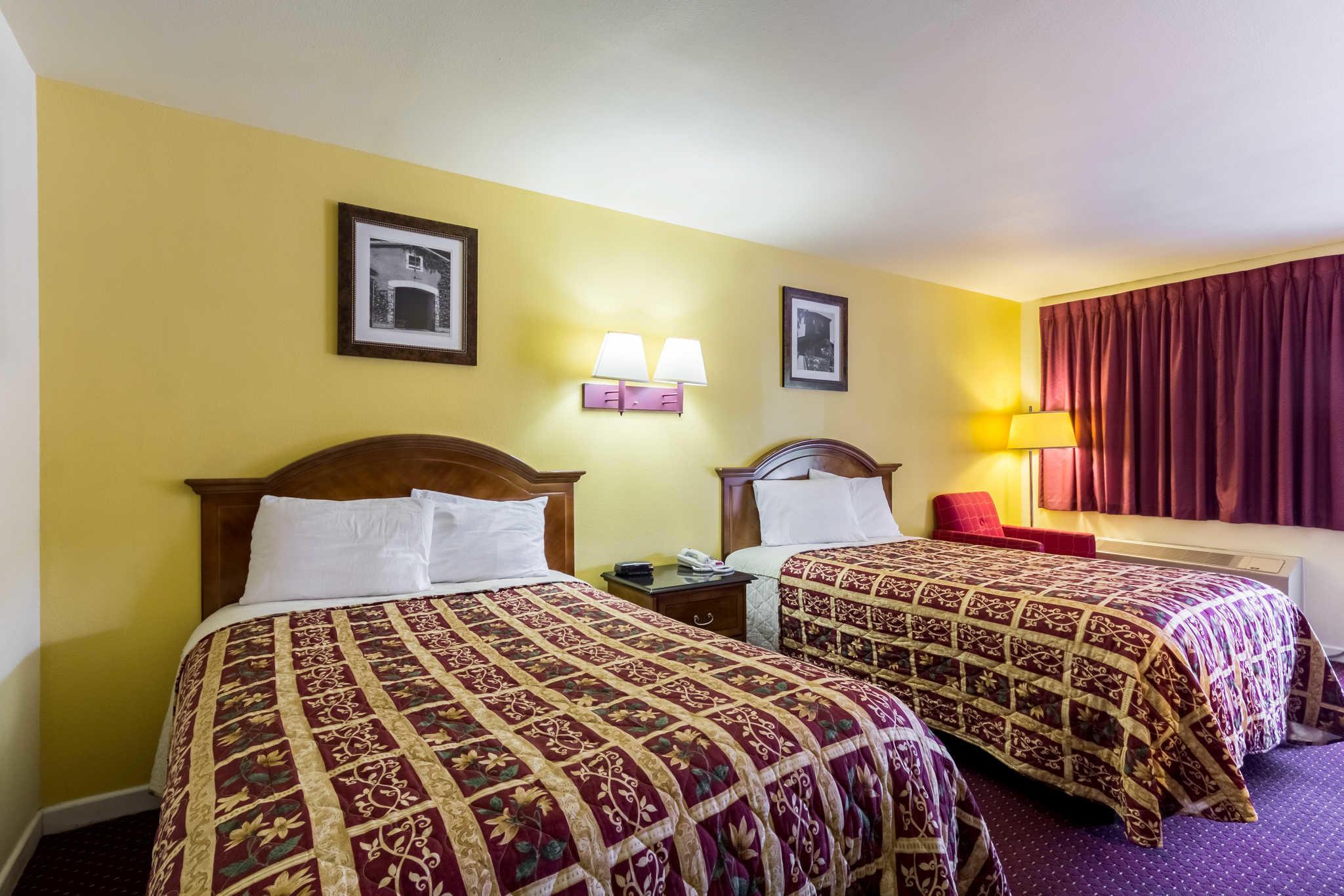 Rodeway Inn at Six Flags image 7