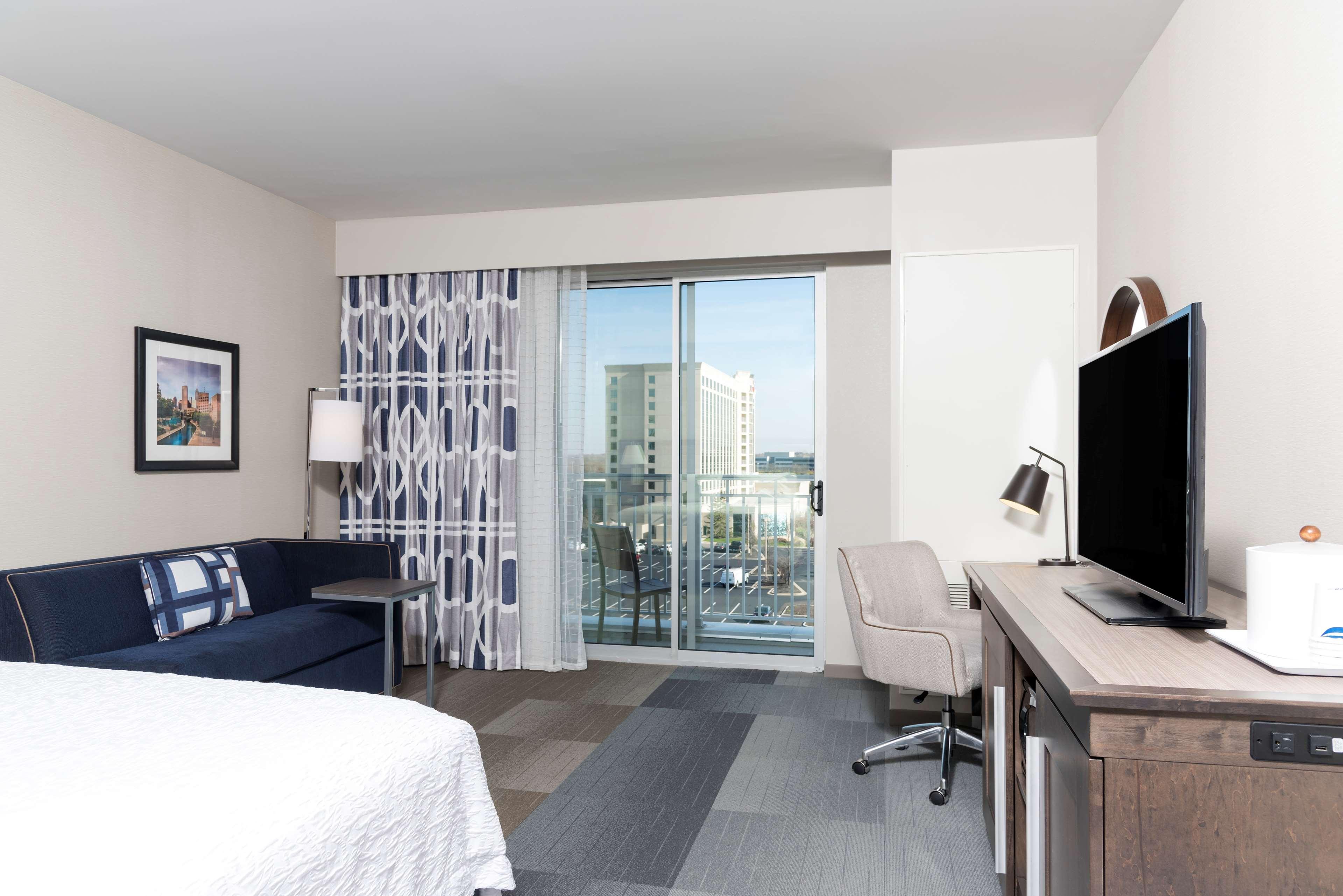 Hampton Inn & Suites Indianapolis-Keystone image 18