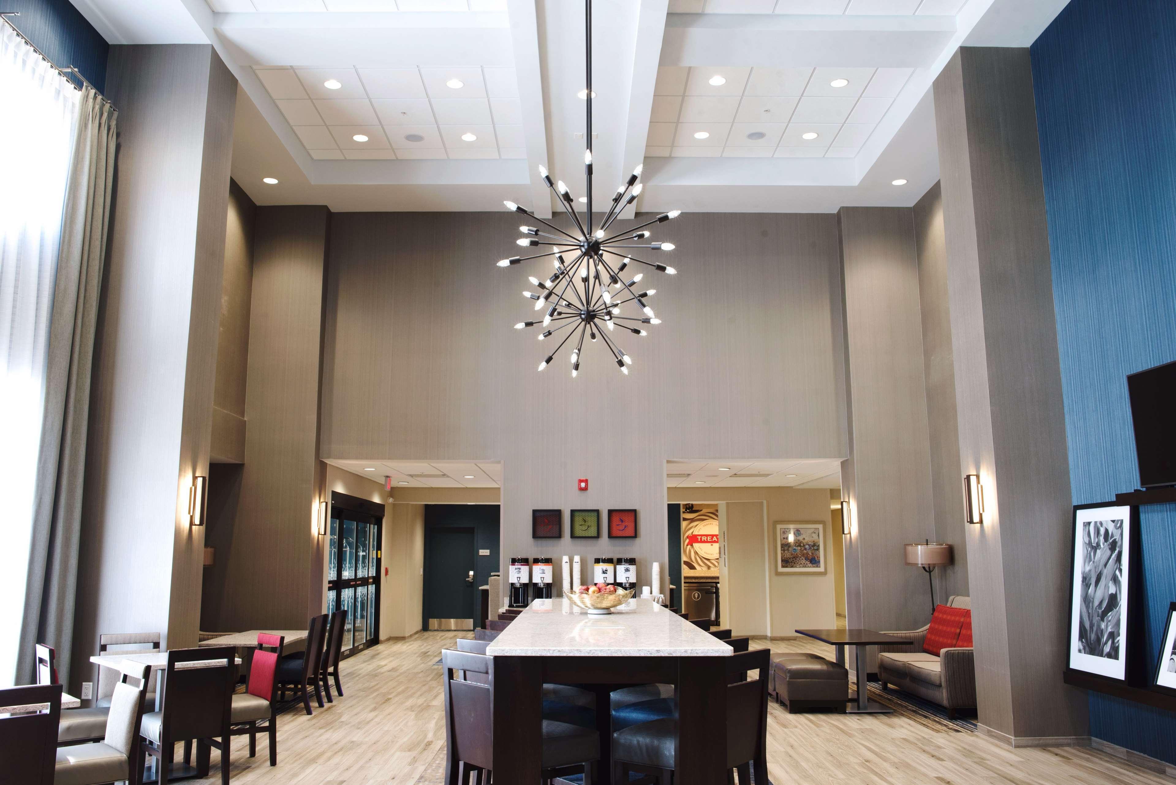 Hampton Inn & Suites Des Moines/Urbandale image 6