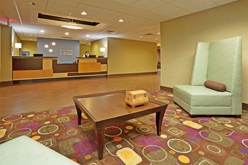 Holiday Inn Express Troutville - Roanoke North image 3