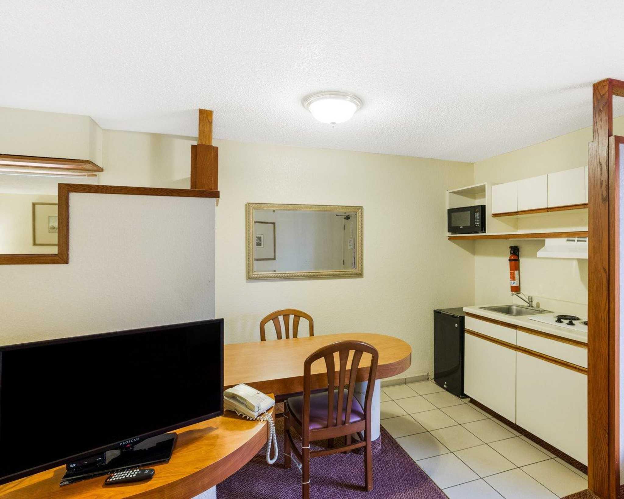 Rodeway Inn & Suites Fiesta Park image 19