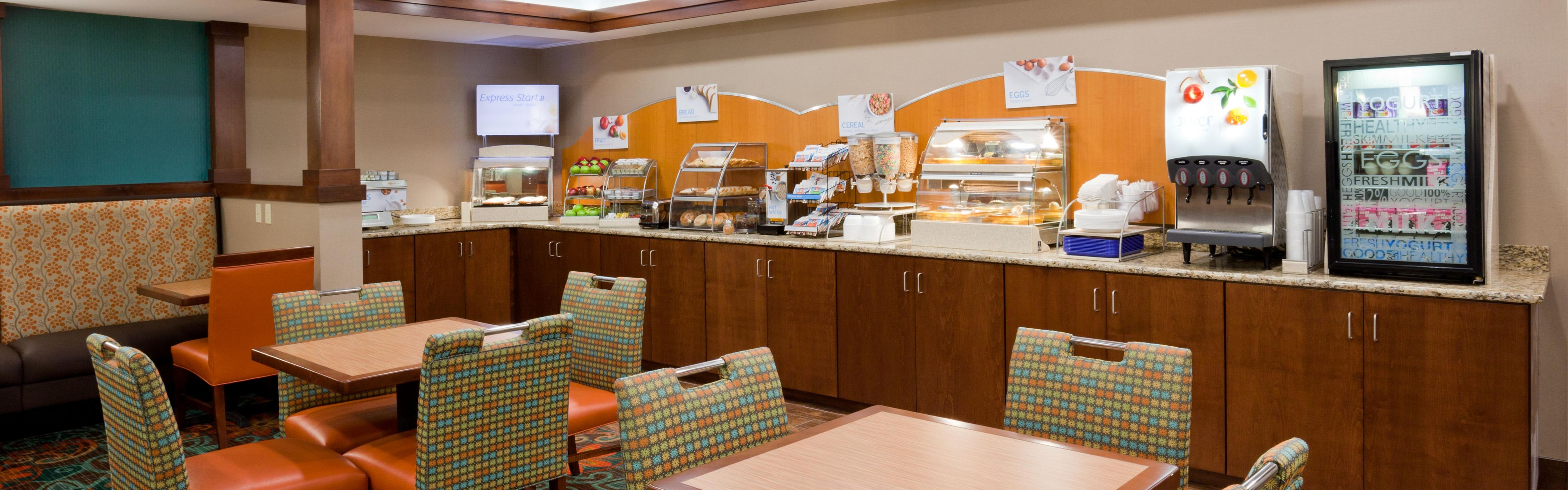 Holiday Inn Express & Suites St. Cloud image 3