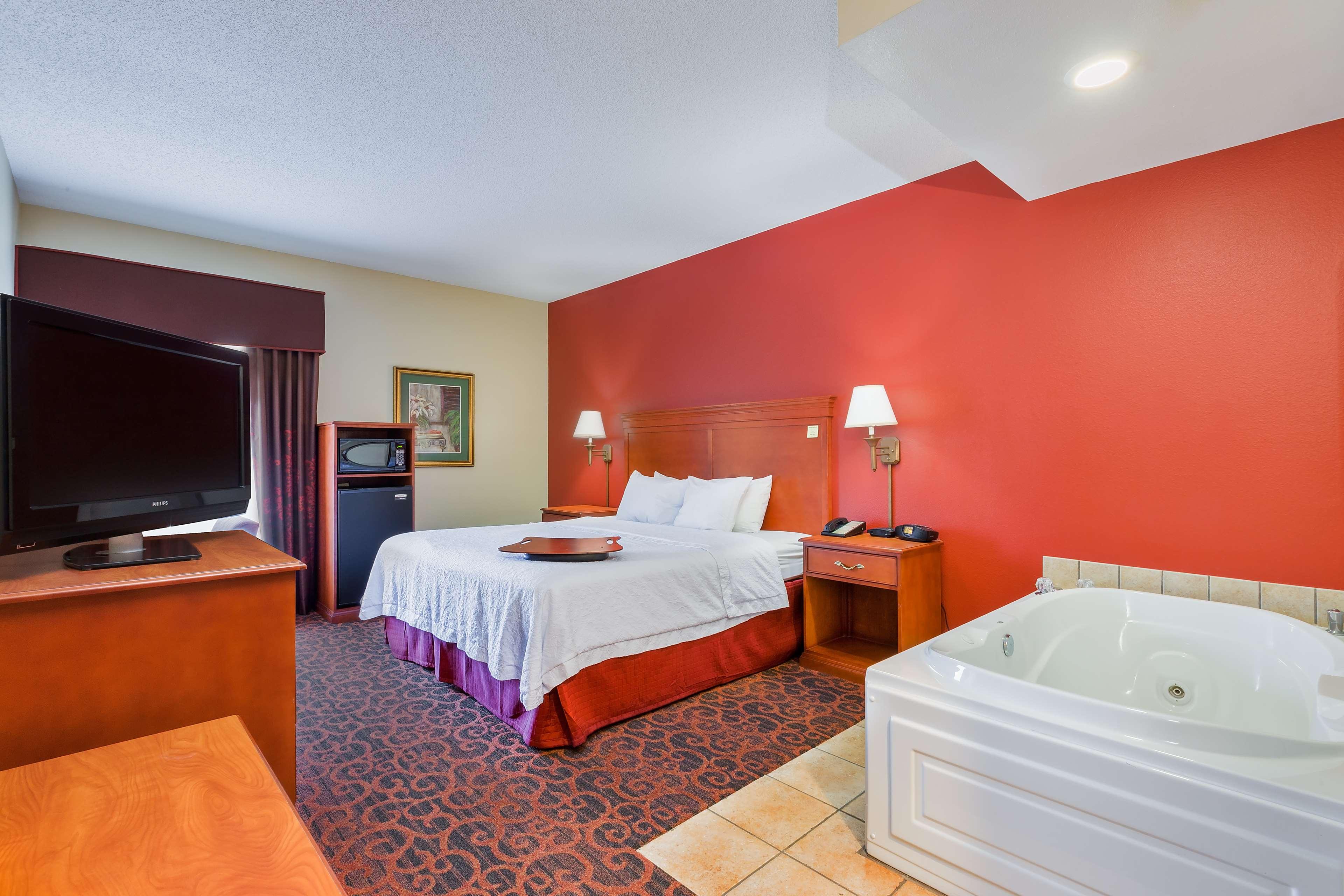 Hampton Inn Marion image 18