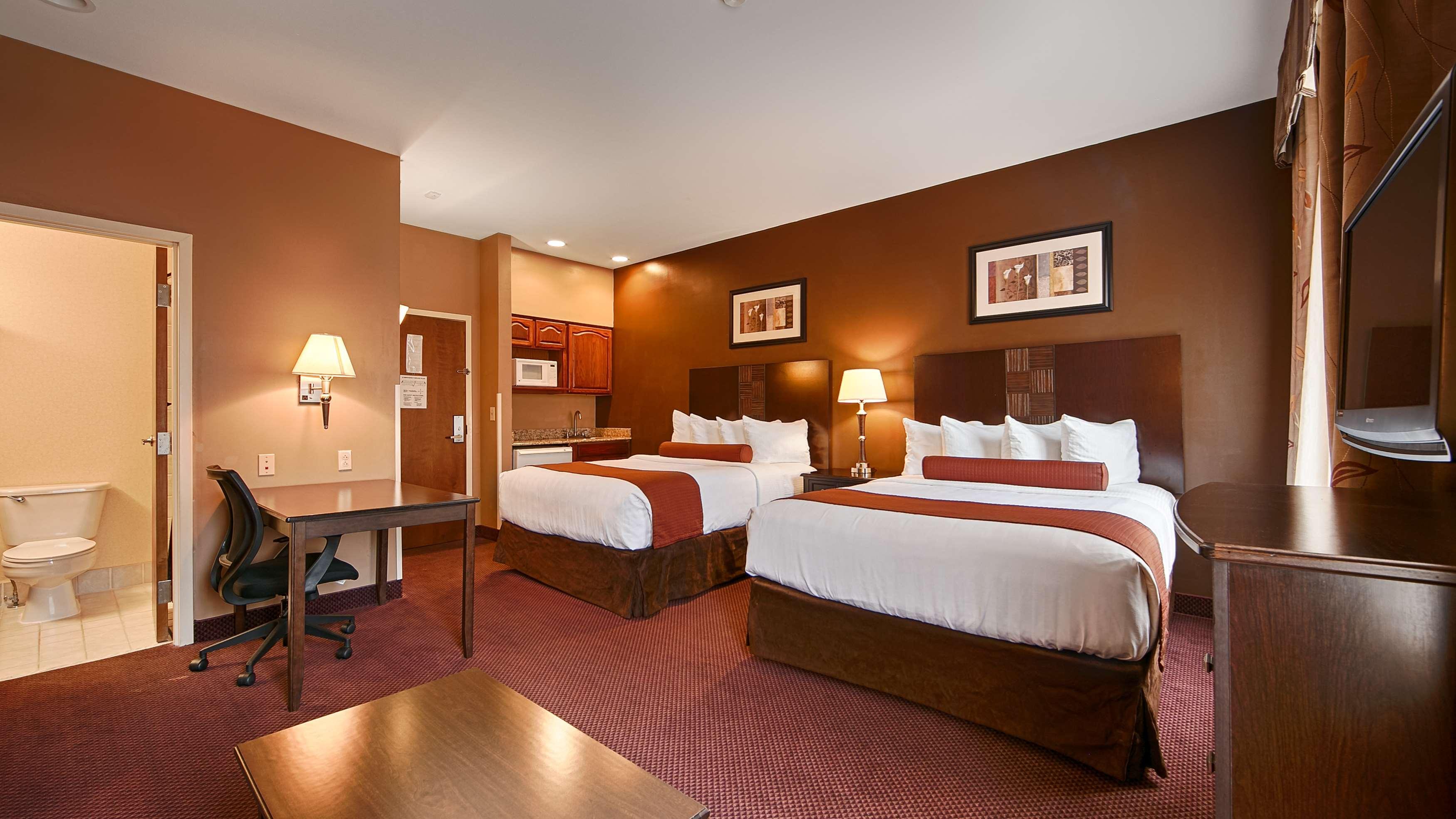 Best Western Plus Hannaford Inn & Suites image 15