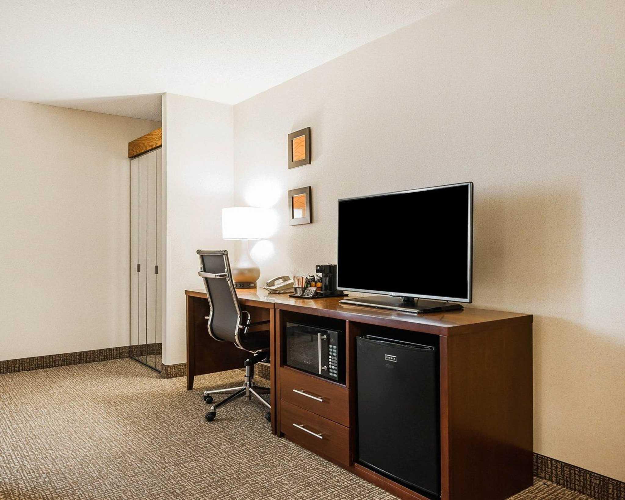 Comfort Inn Denver East image 11