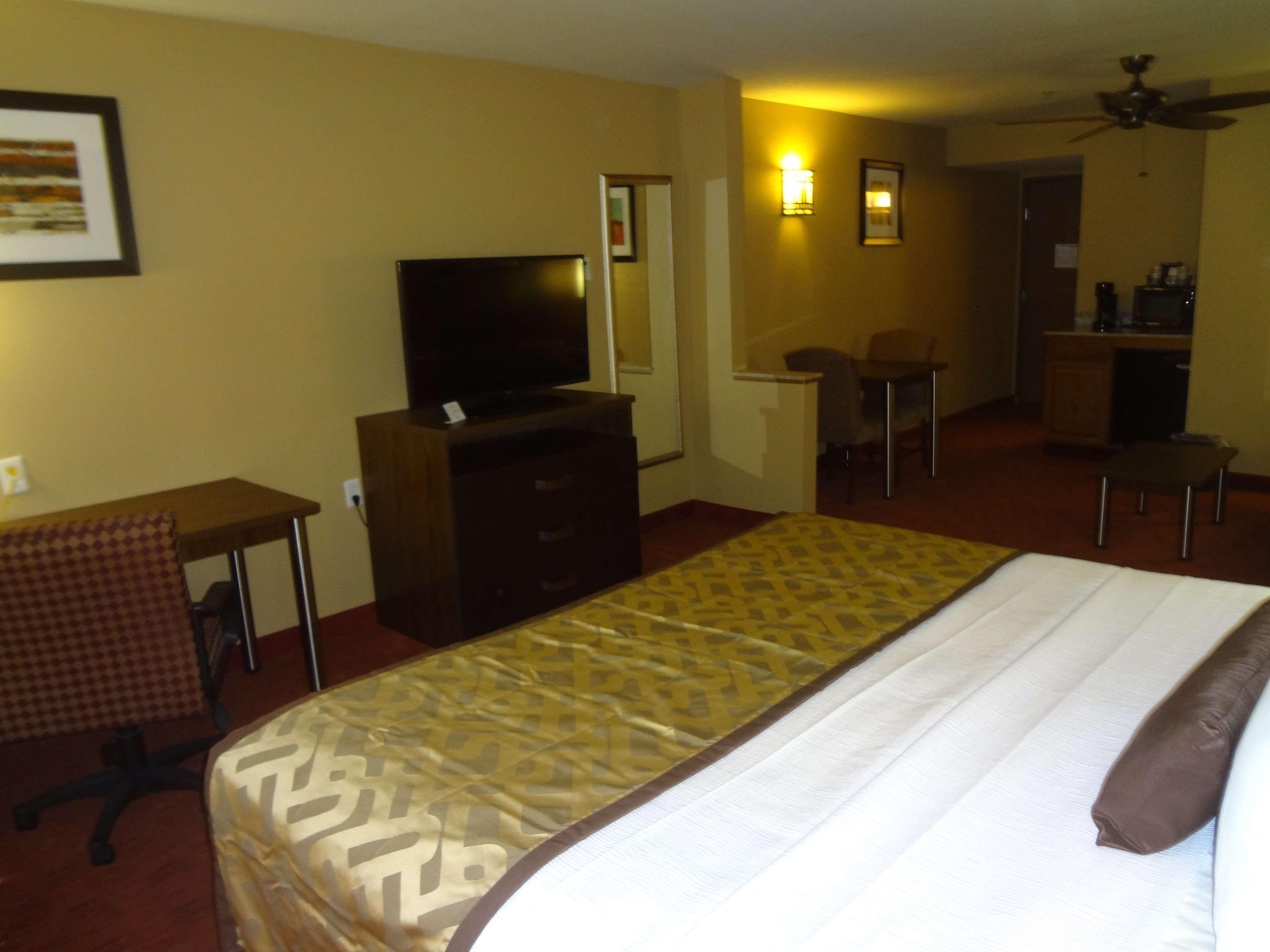 Best Western Plus Woodland Hills Hotel & Suites image 49