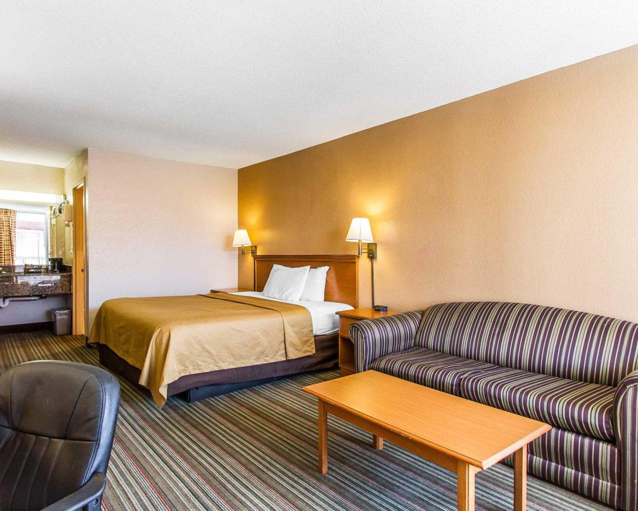 Econo Lodge  Inn & Suites Near Bricktown image 6