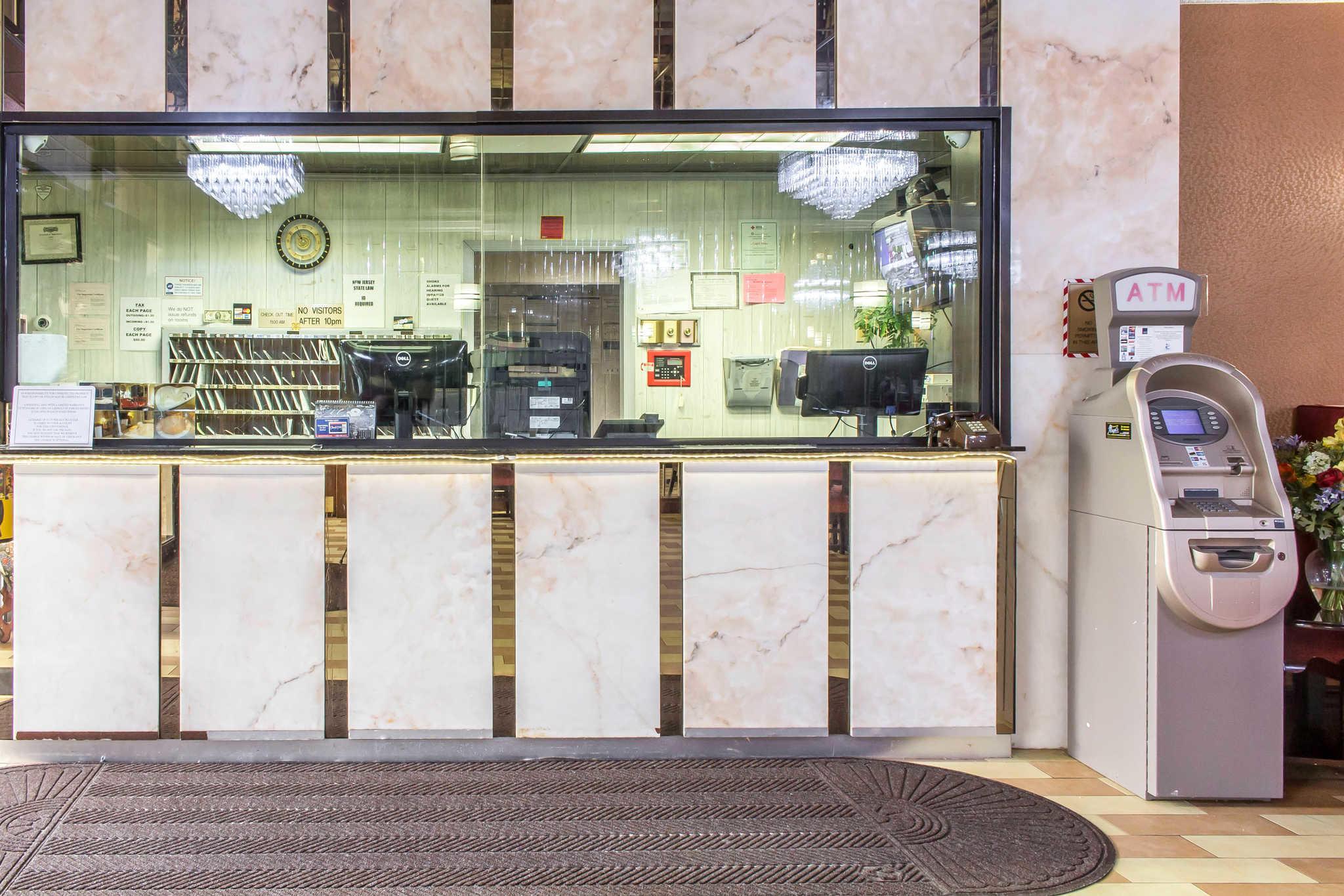 Rodeway Inn Capri image 1