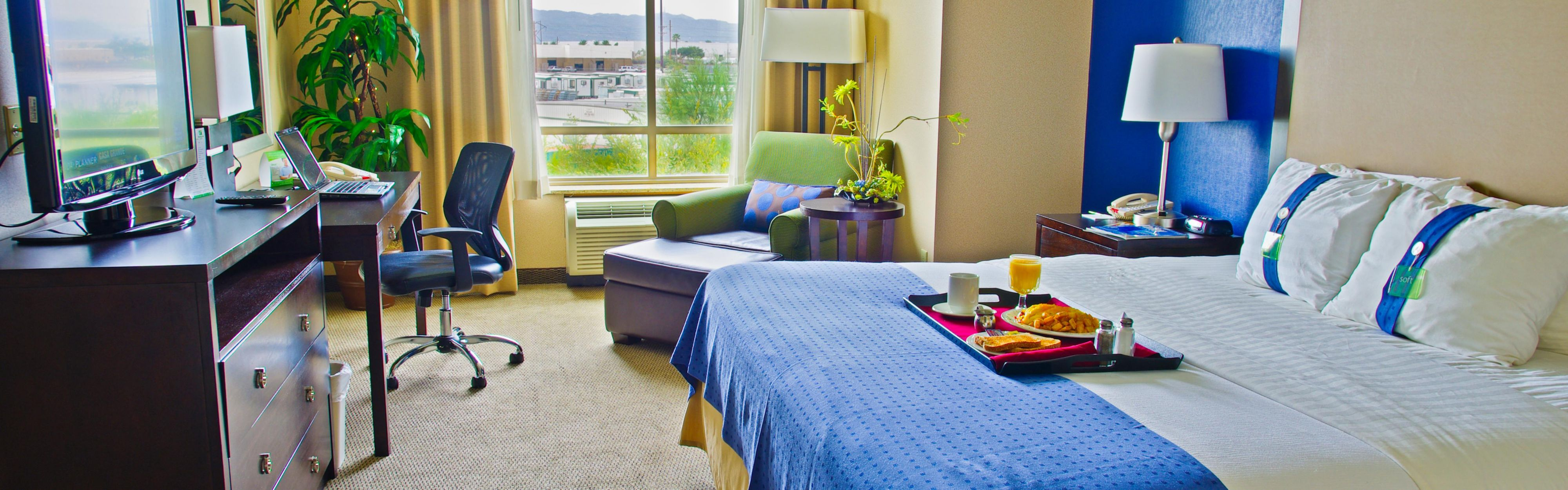 Holiday Inn & Suites Phoenix Airport image 1