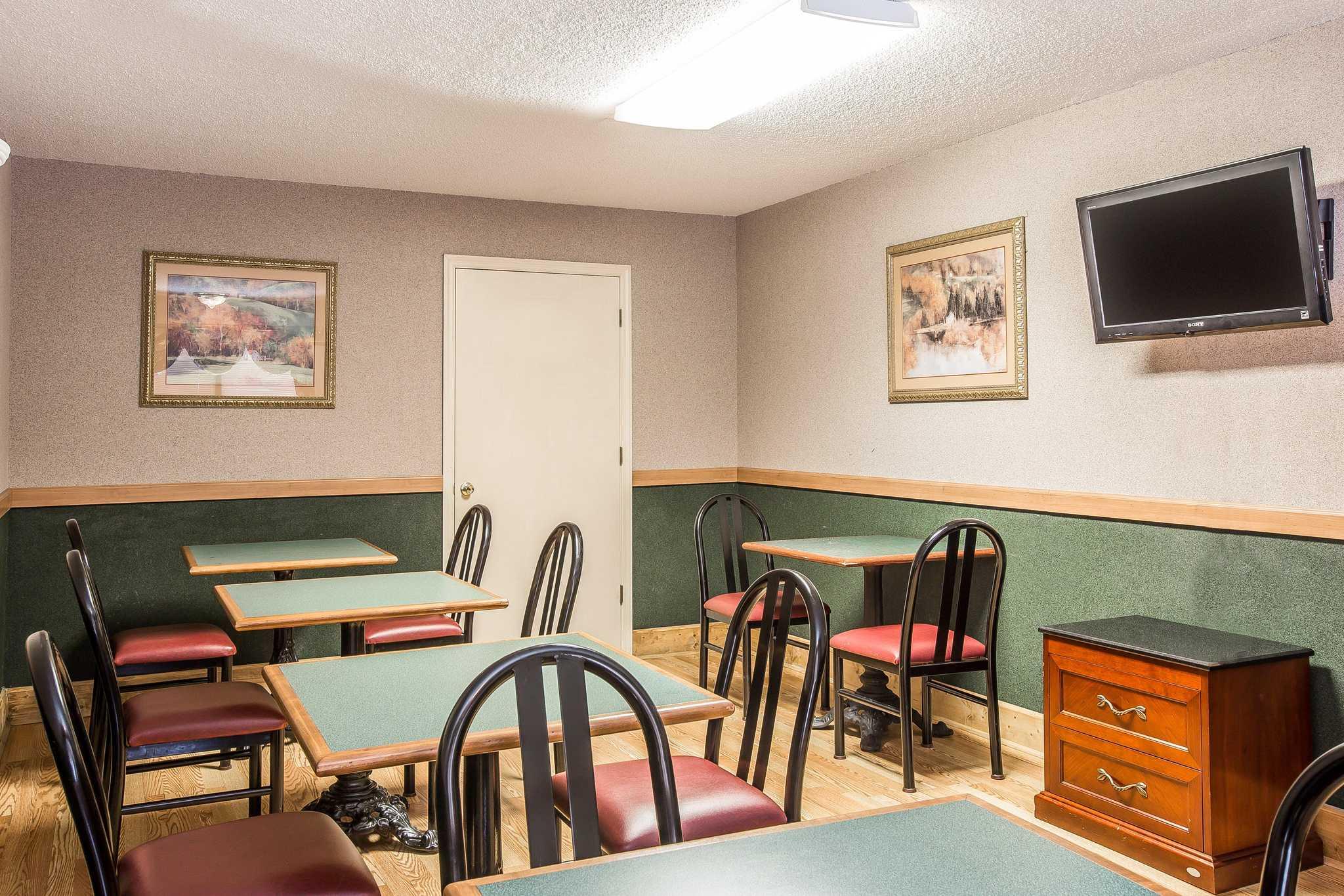 Quality Inn & Suites Mt. Chalet image 17