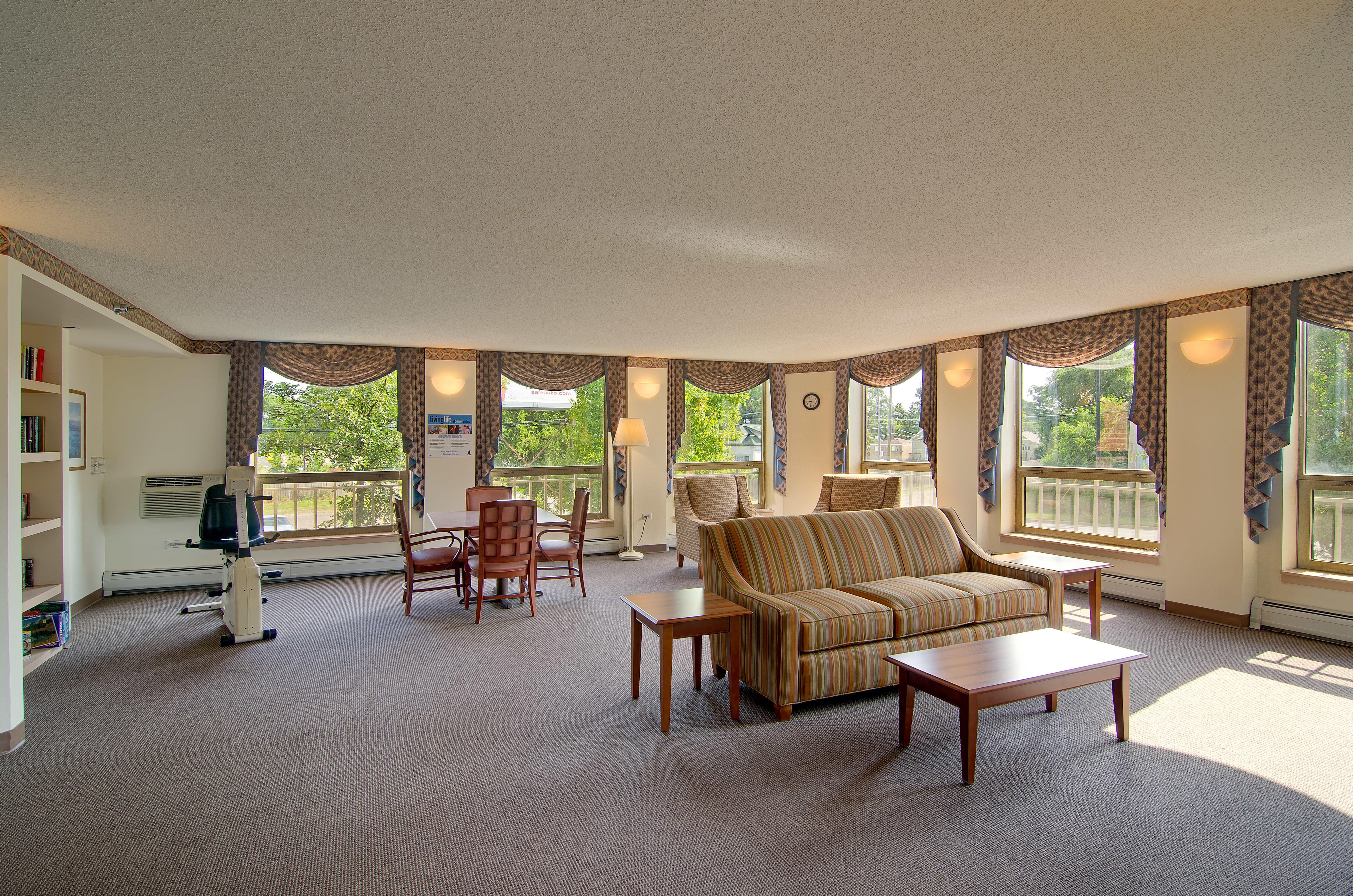 Senior Suites of Hegewisch image 1