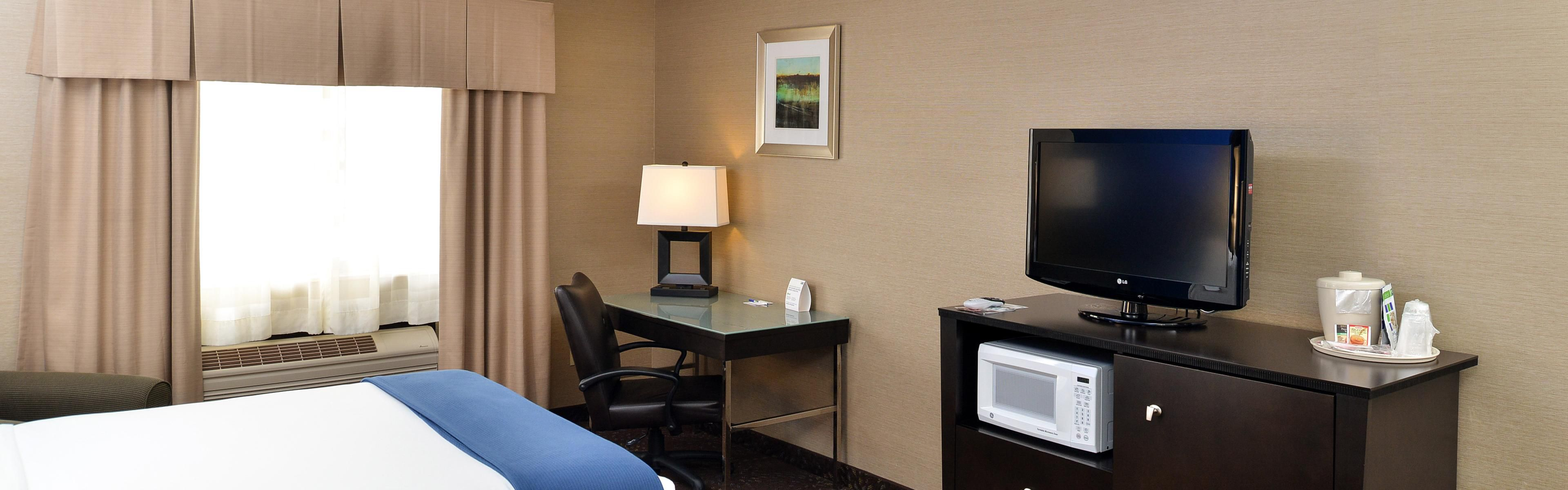 Holiday Inn Express & Suites Charlotte image 1