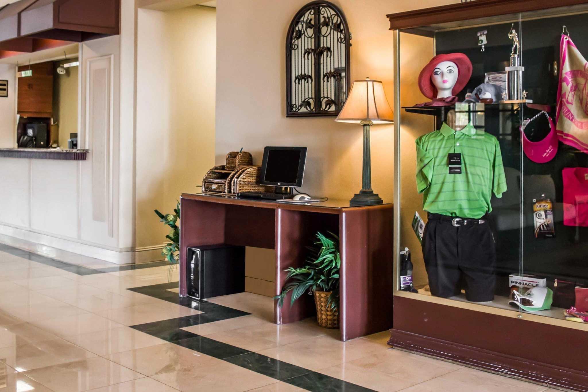 Quality Inn & Suites Golf Resort image 20
