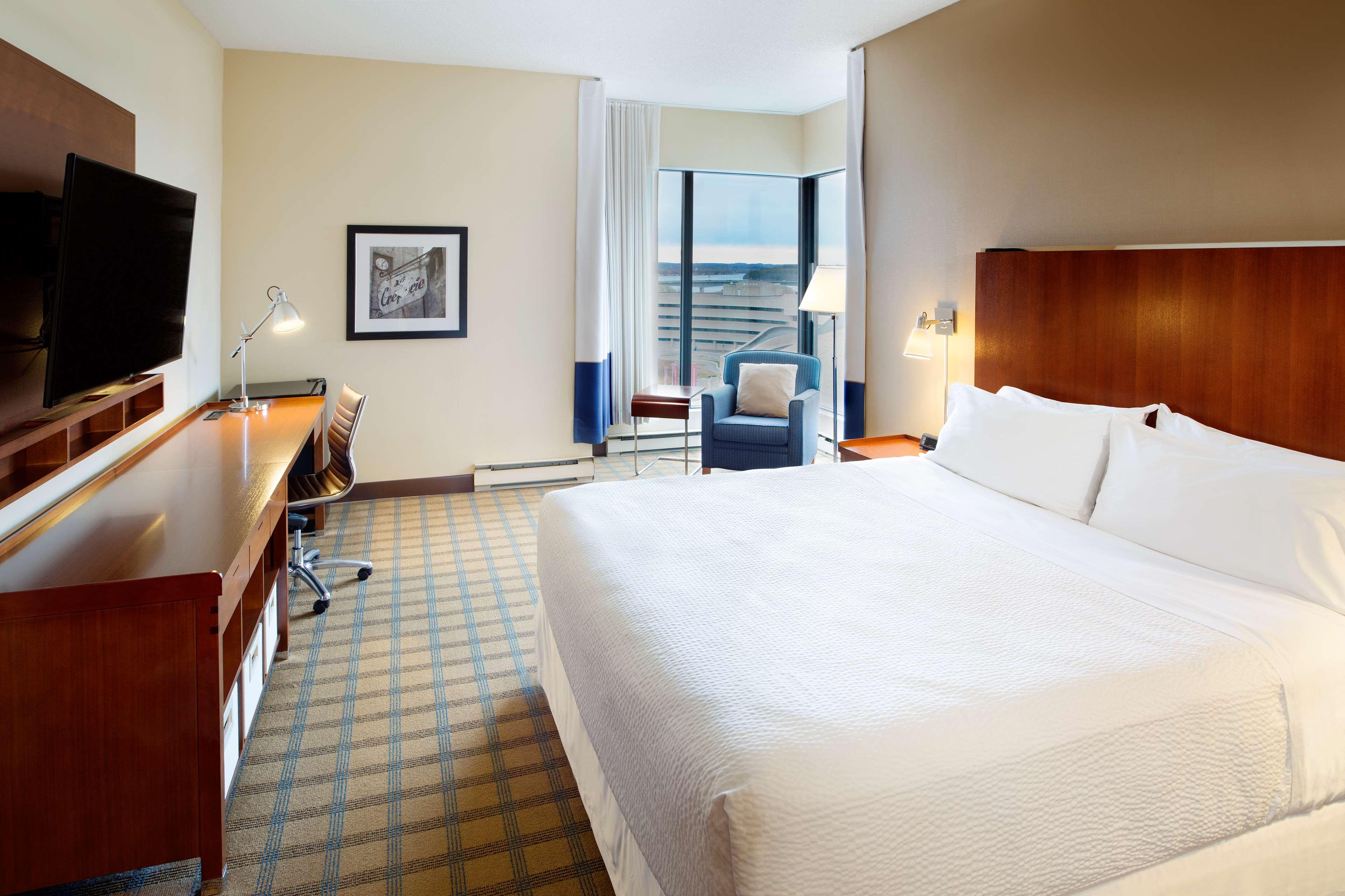 Four Points by Sheraton Hotel & Conference Centre Gatineau-Ottawa à Gatineau: Corner King Executive Room