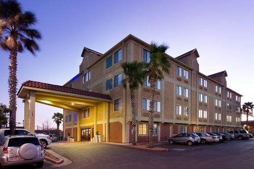 Holiday Inn Express & Suites San Antonio-Dtwn Market Area image 1