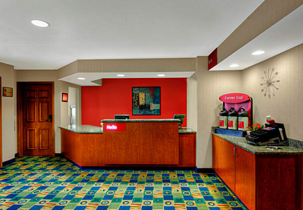 TownePlace Suites by Marriott Manchester-Boston Regional Airport image 0