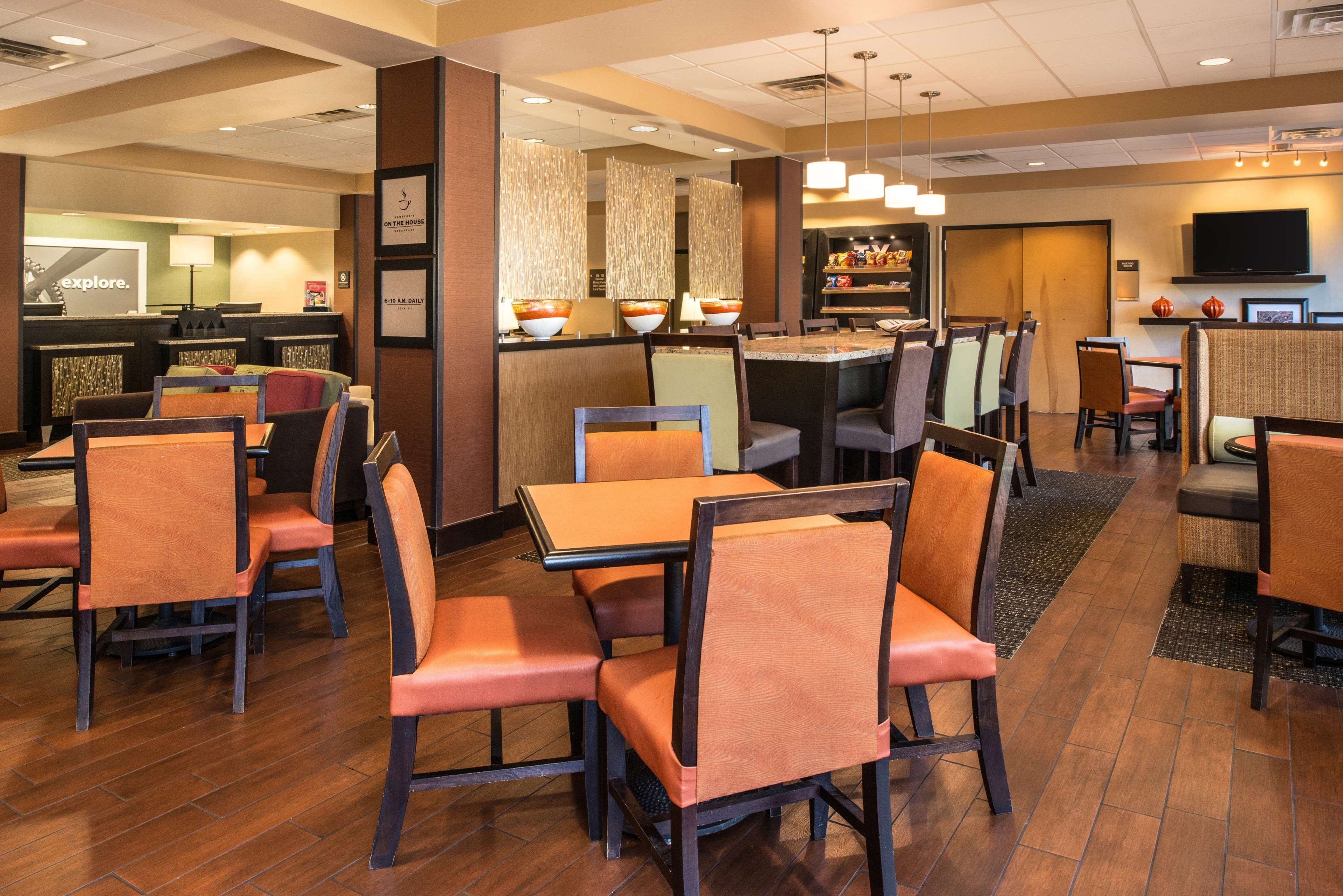 Hampton Inn San Antonio-Northwoods image 7