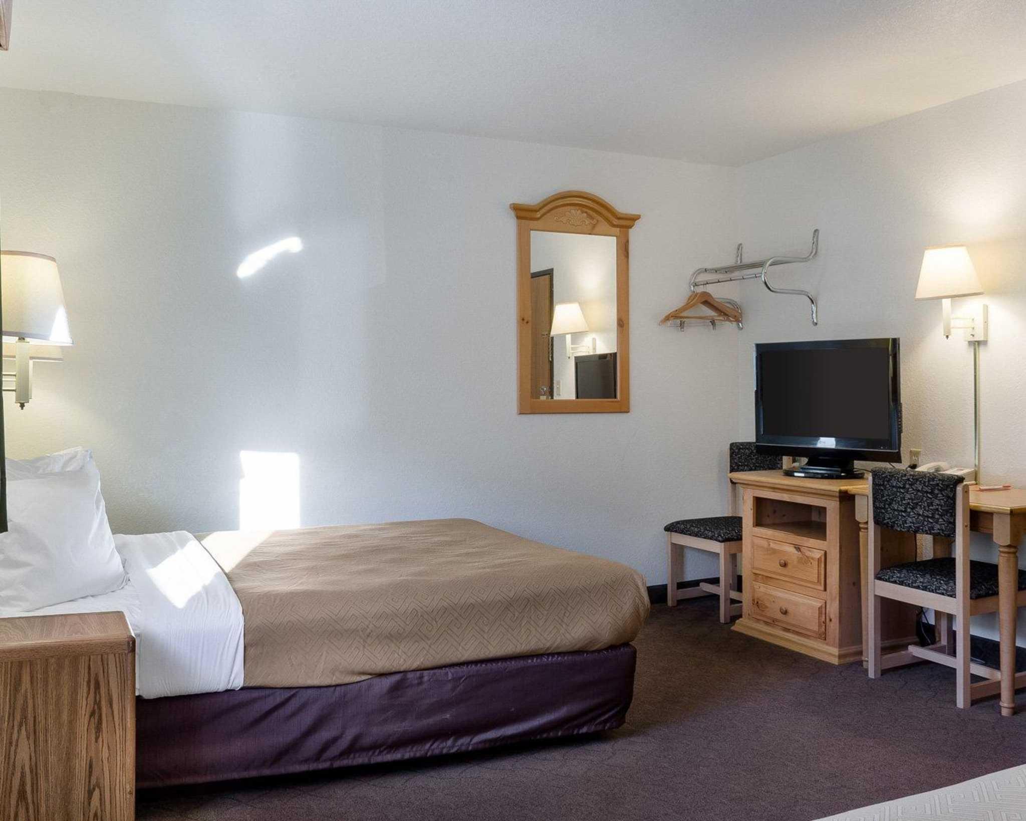 Econo Lodge Near Mt. Rushmore Memorial image 8