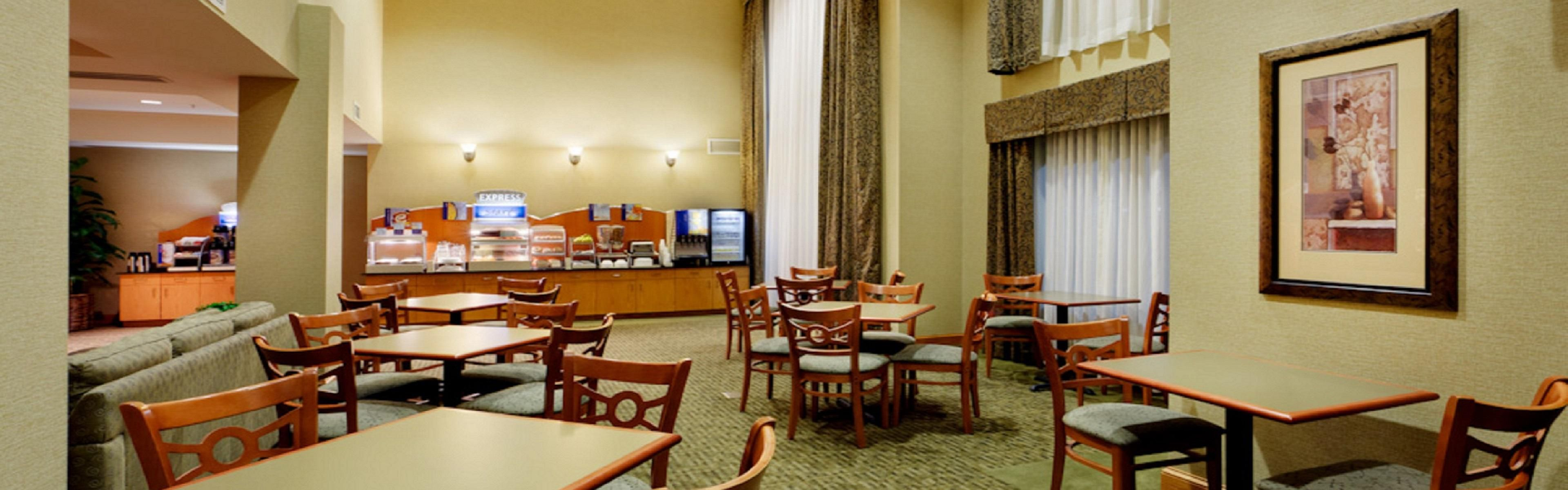 Holiday Inn Express Rochester-Victor image 3