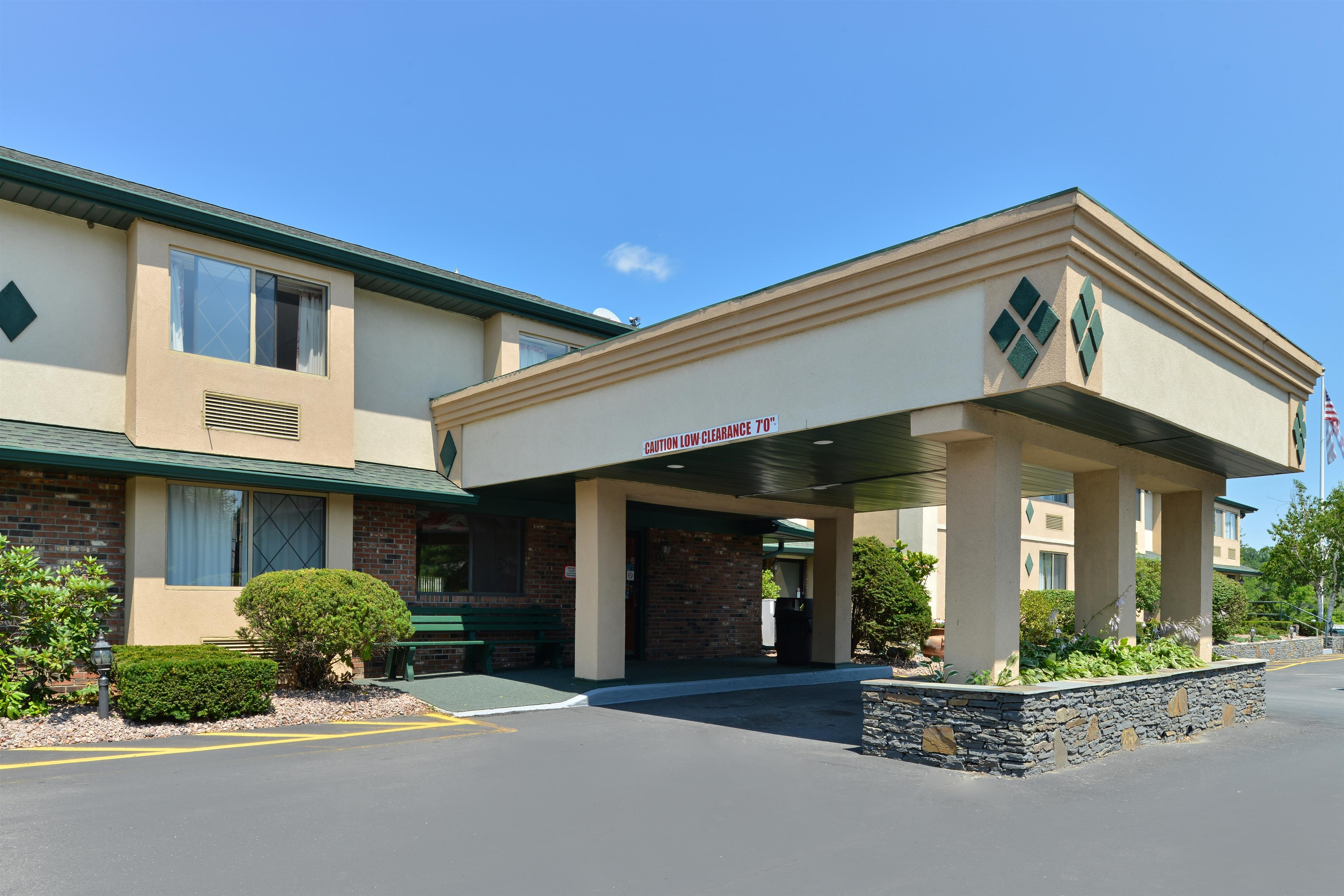 Americas Best Value Inn - New Paltz image 0